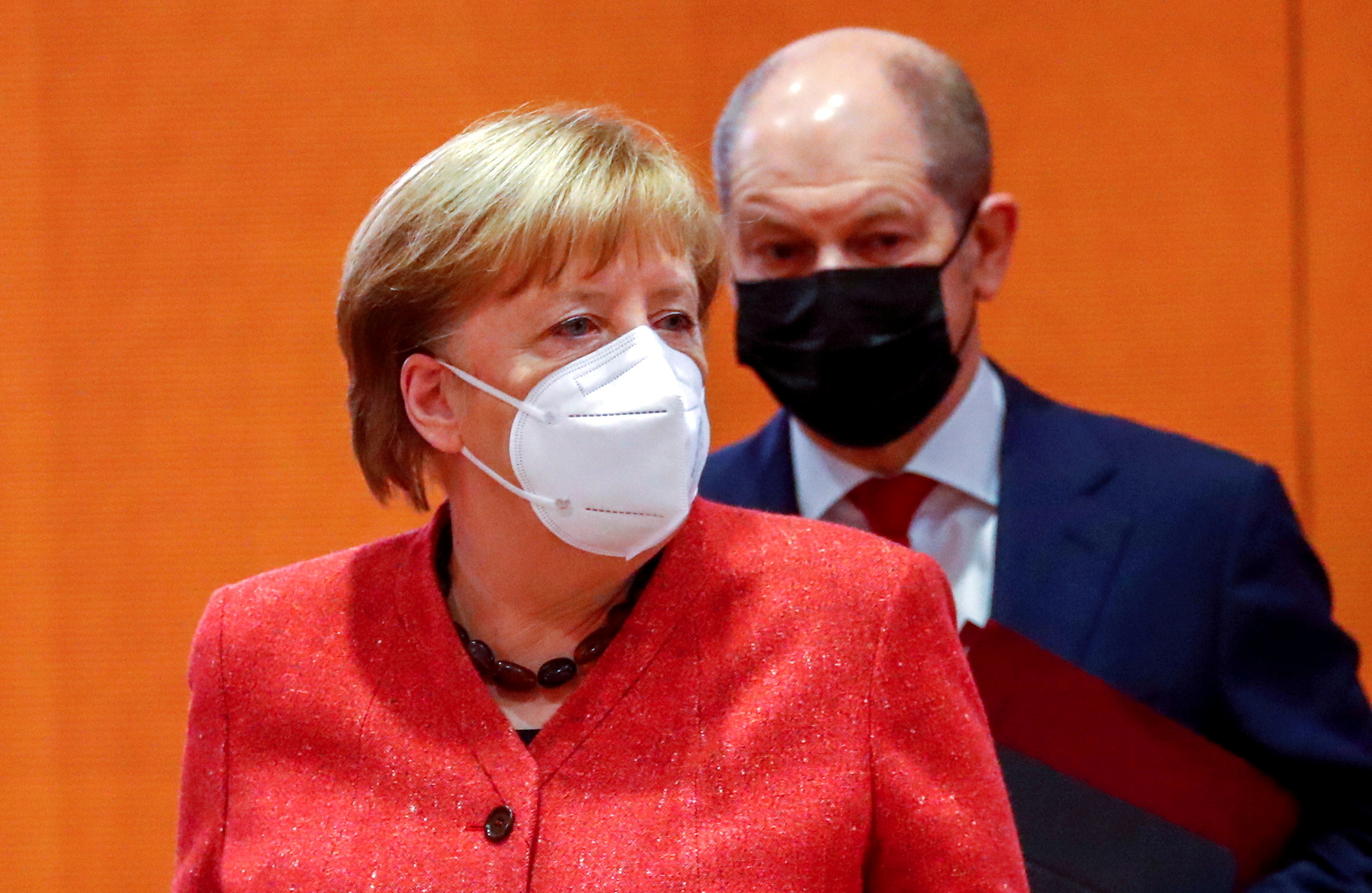 German Chancellor Angela Merkel and Finance Minister Olaf Scholz wear protective masks as they attend the weekly cabinet meeting at the Chancellery in Berlin, Germany, January 20, 2021. REUTERS/Fabrizio Bensch/Pool/File Photo