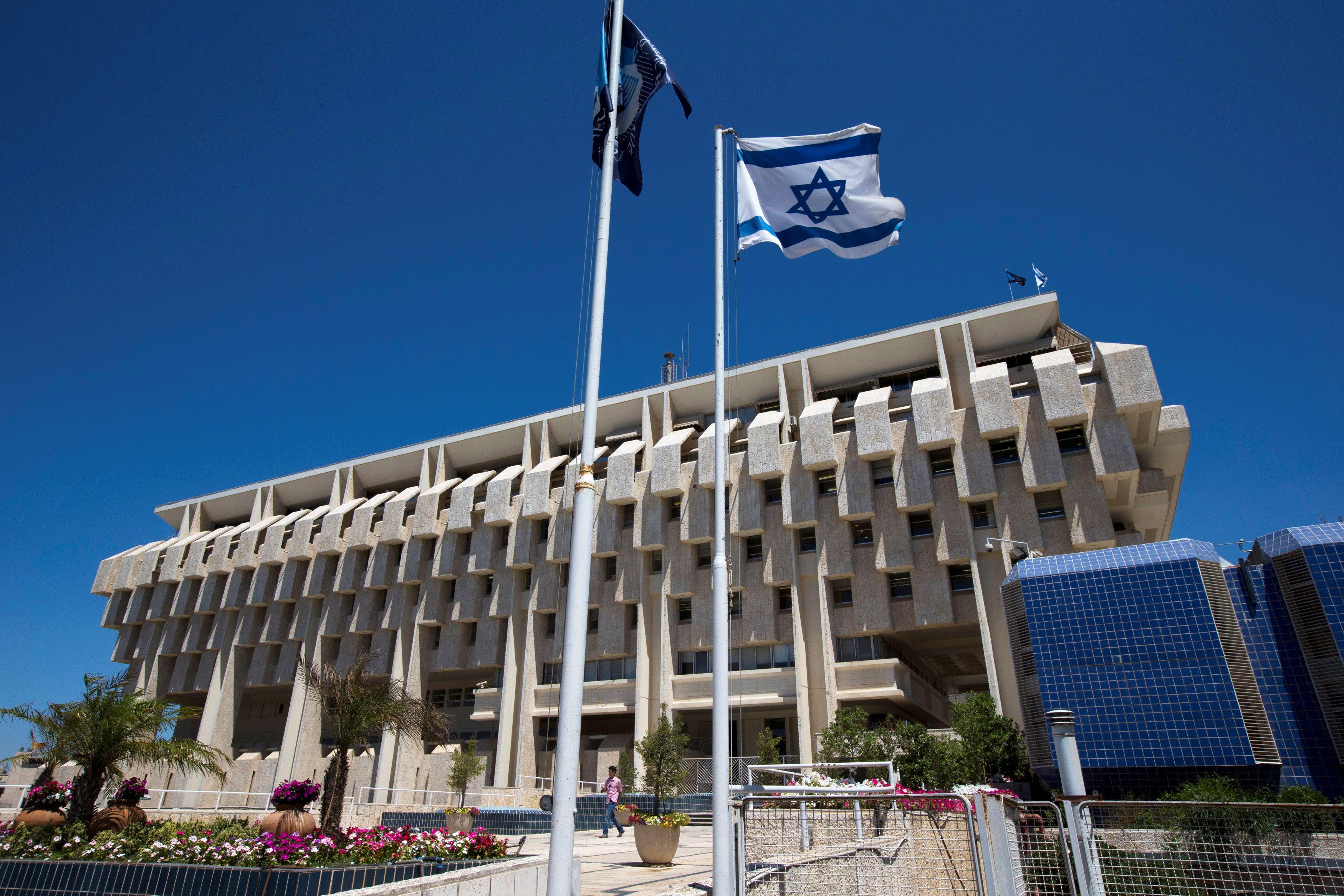An Israeli flag flutters outside the Bank of Israel building in Jerusalem August 7, 2013.. REUTERS/Ronen Zvulun/File Photo