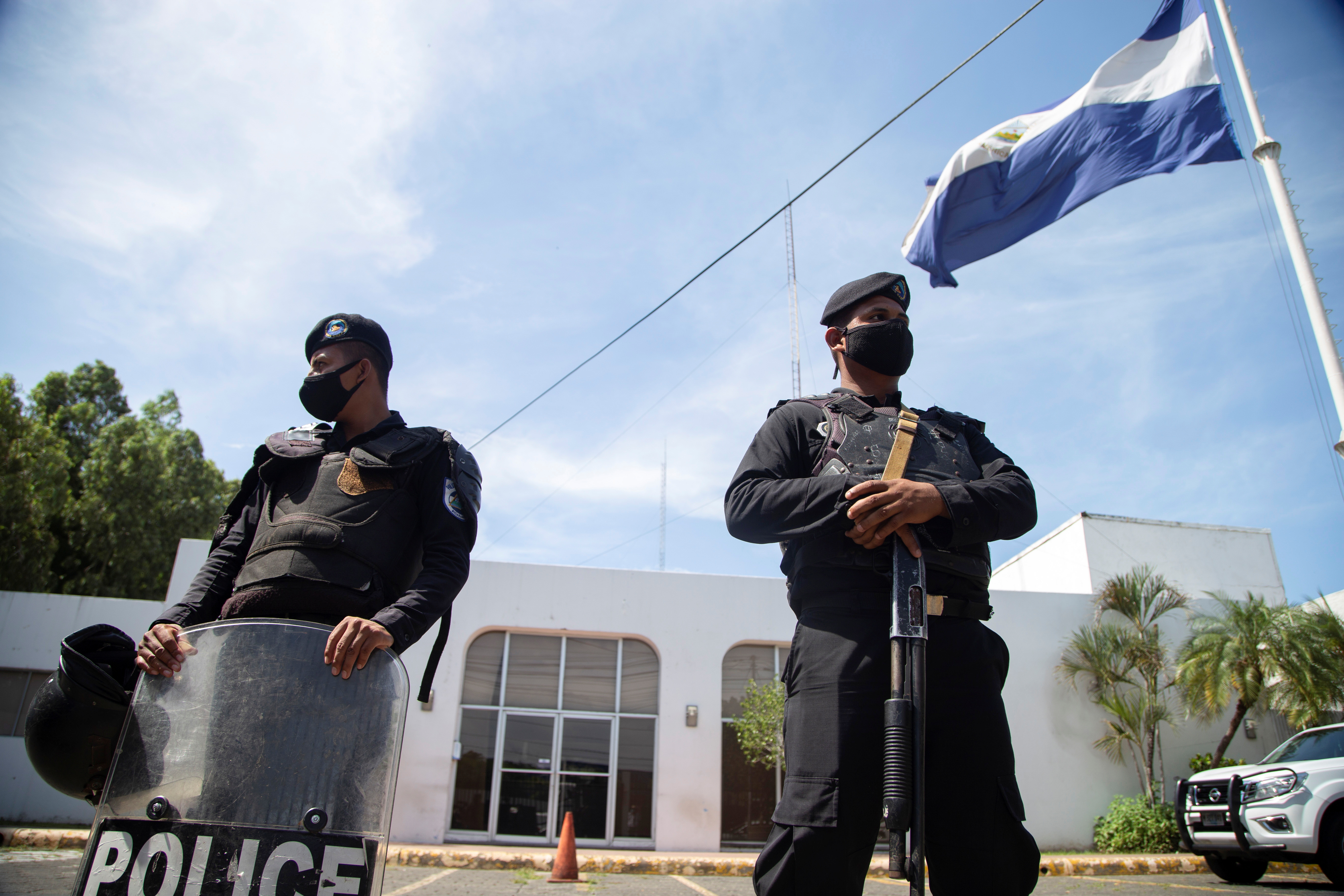 Nicaraguan police officers keep watch during a raid at the offices of La Prensa, the only national newspaper, after President Daniel Ortega's government opened customs fraud and money laundering investigations against the publication, in Managua, Nicaragua August 13, 2021. REUTERS/Maynor Valenzuela