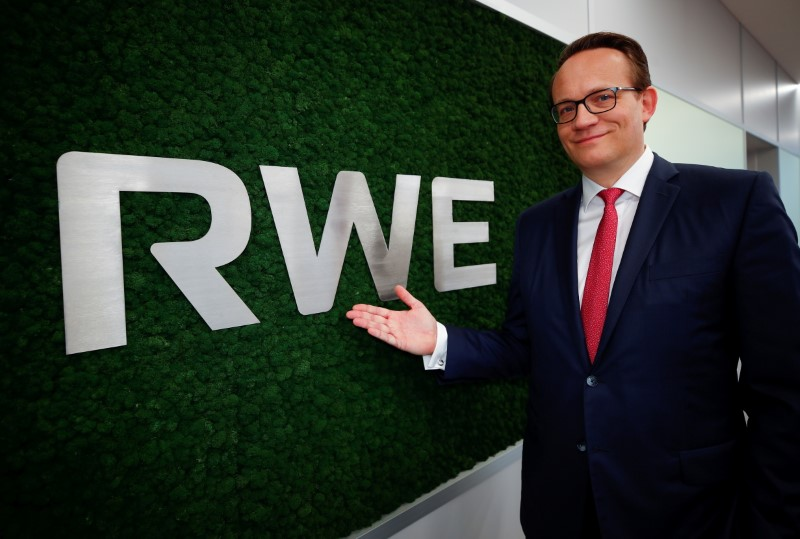 Markus Krebber, CFO of RWE and designated successor of outgoing CEO Rolf Martin Schmitz poses for a picture during a photo session at the headquarters of the German utility in Essen, Germany, March 11, 2021. Picture taken March 11, 2021.   REUTERS/Wolfgang Rattay/File Photo