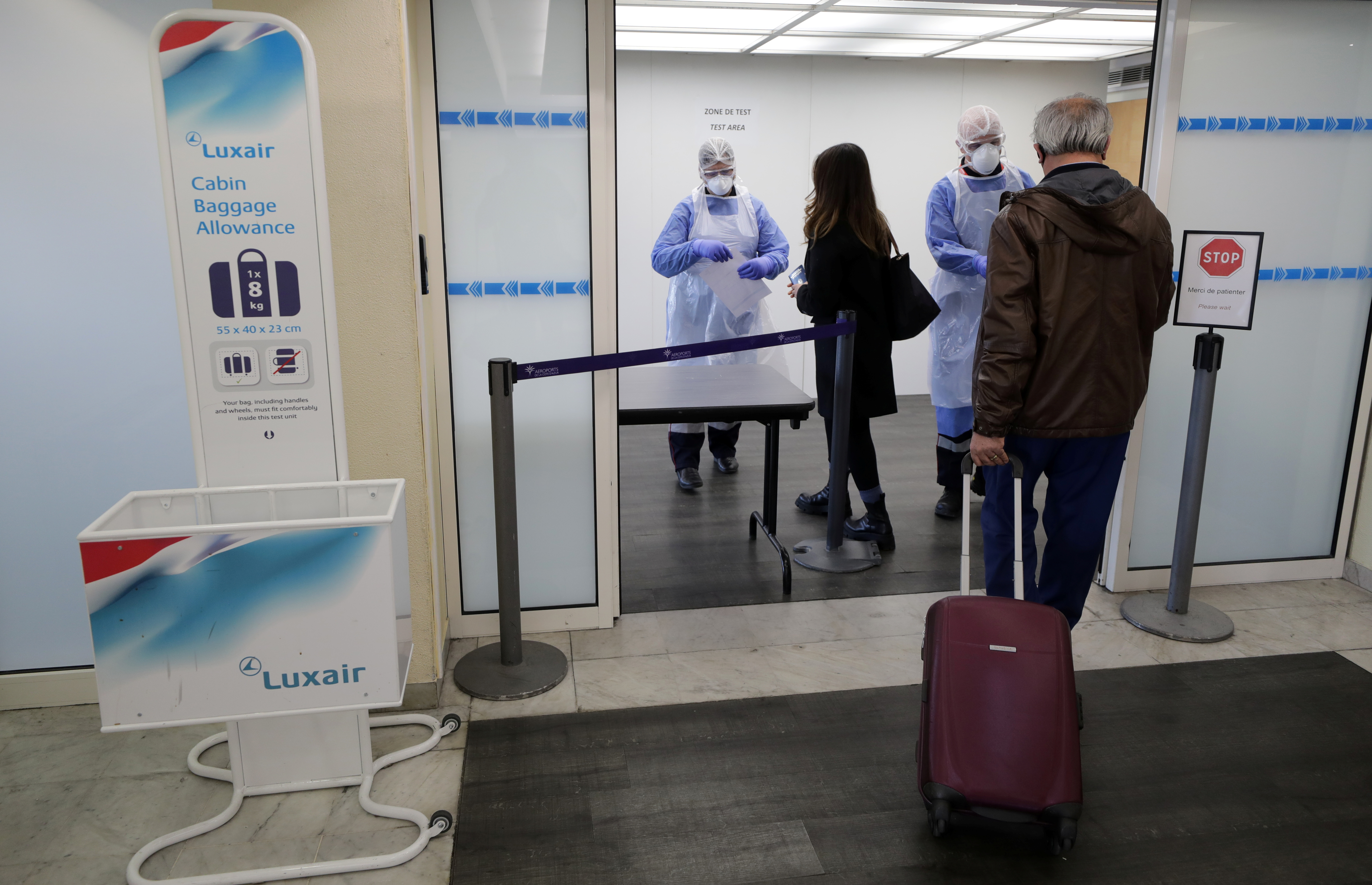 Medical workers prepare to test passengers as they arrive at Nice Cote d'Azur Airport amid the coronavirus disease (COVID-19) outbreak in Nice, France, March 1, 2021.   REUTERS/Eric Gaillard
