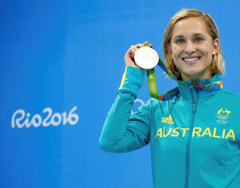Rio Olympics - Swimming - Victory Ceremony - Women's 200m Butterfly Victory Ceremony - Olympic Aquatics Stadium - Rio de Janeiro, Brazil - 10/08/2016. Madeline Groves (AUS) of Australia poses with her silver medal.   REUTERS/David Gray