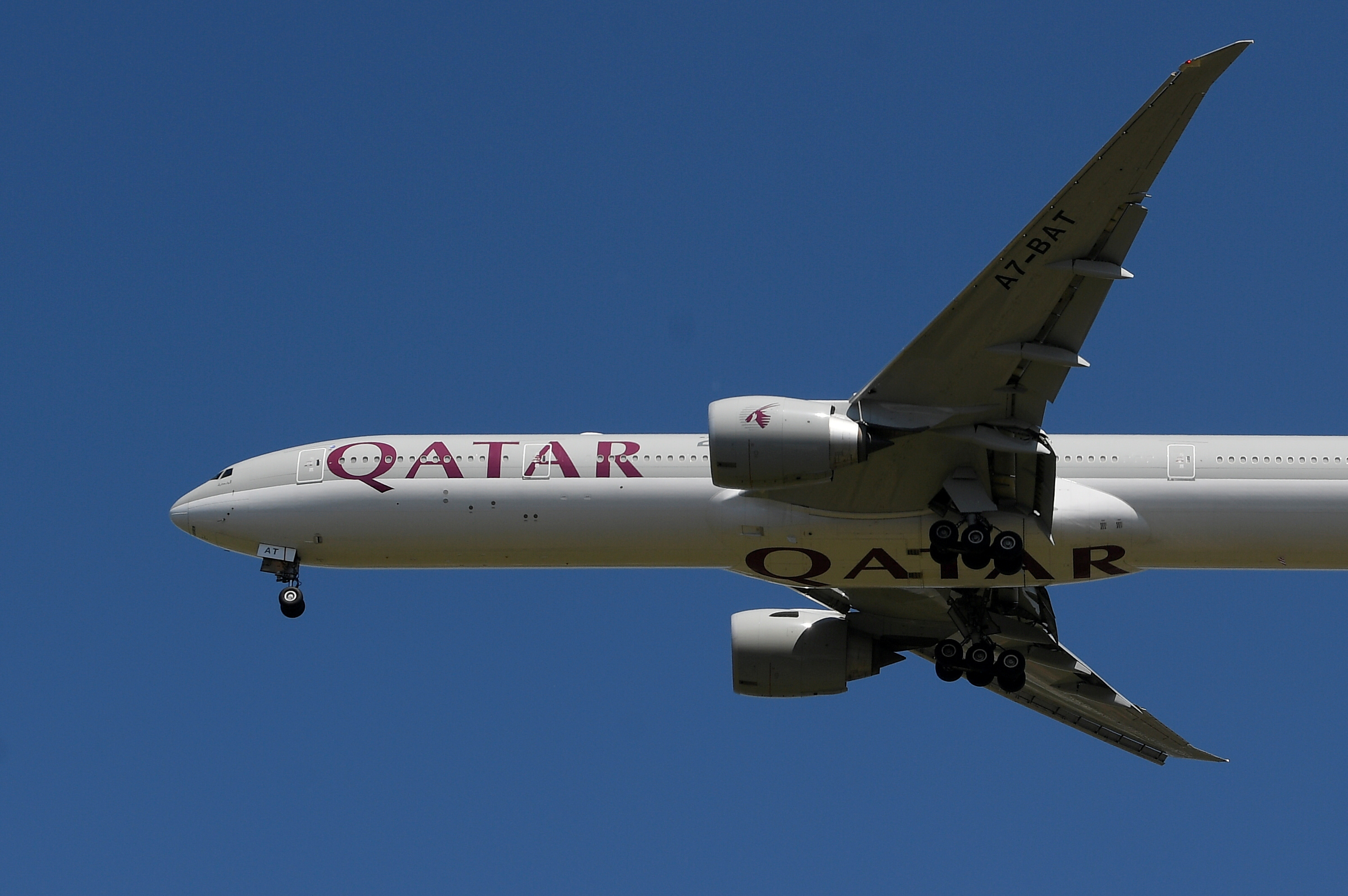 A Qatar Airways passenger plane comes in to land at London Heathrow airport, following the outbreak of the coronavirus disease (COVID-19), London, Britain, May 21, 2020. REUTERS/Toby Melville/File Photo