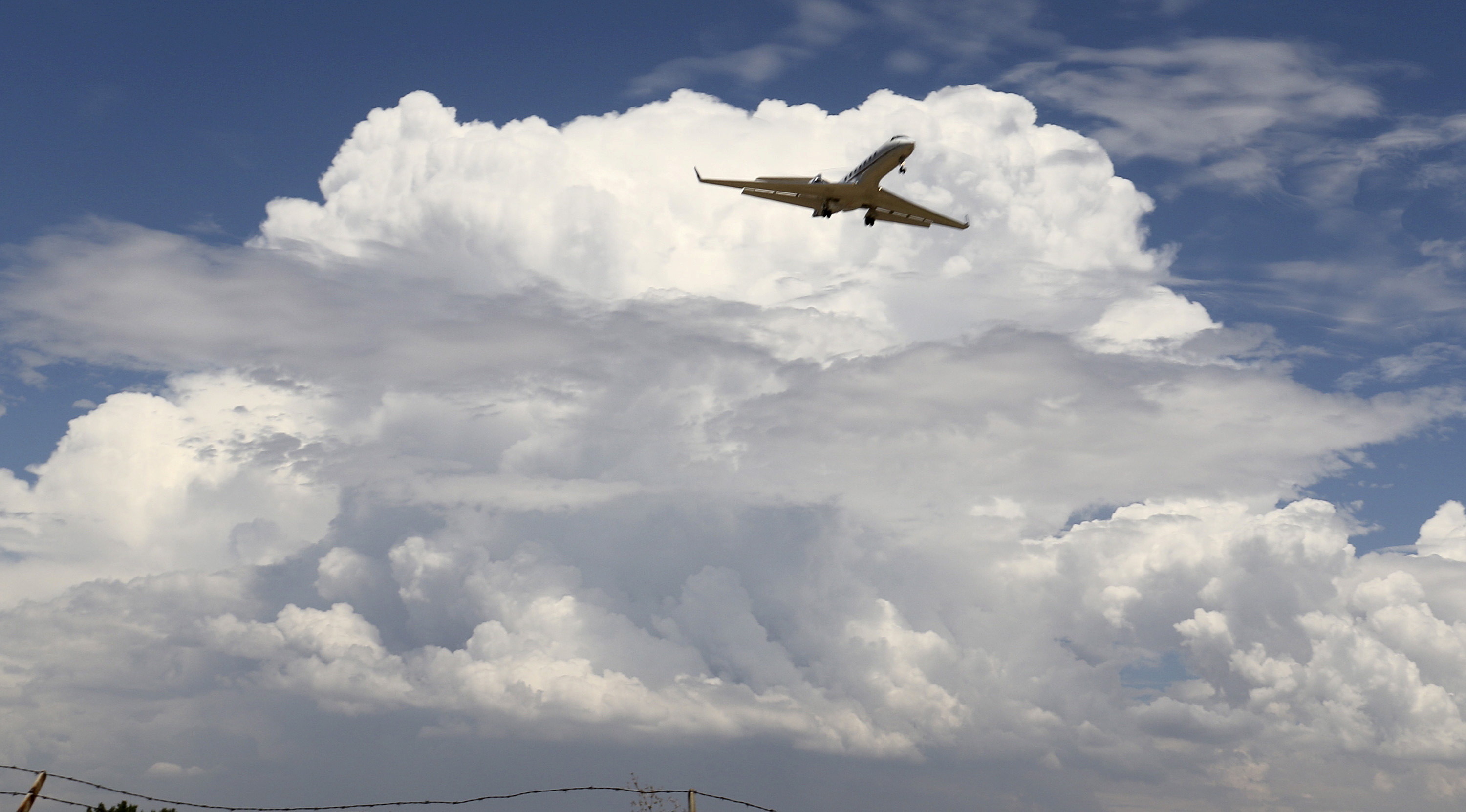 A privet jet comes in for a landing at the Van Nuys airport in the high desert area of Los Angeles County, California July 30, 2015. REUTERS/Gene Blevins