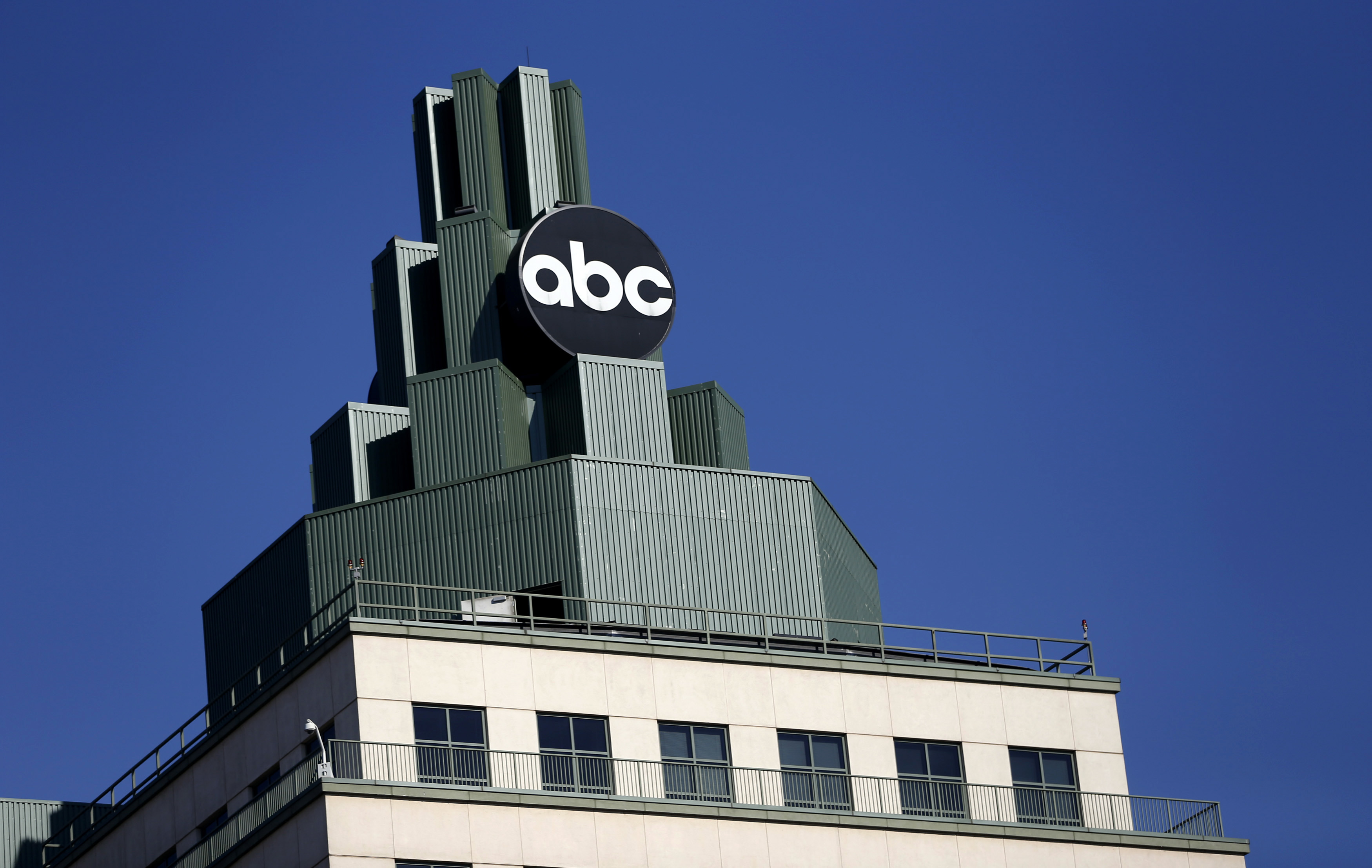 A logo for ABC is pictured atop a building in Burbank, California February 5, 2014.  REUTERS/Mario Anzuoni  (UNITED STATES - Tags: ENTERTAINMENT BUSINESS)