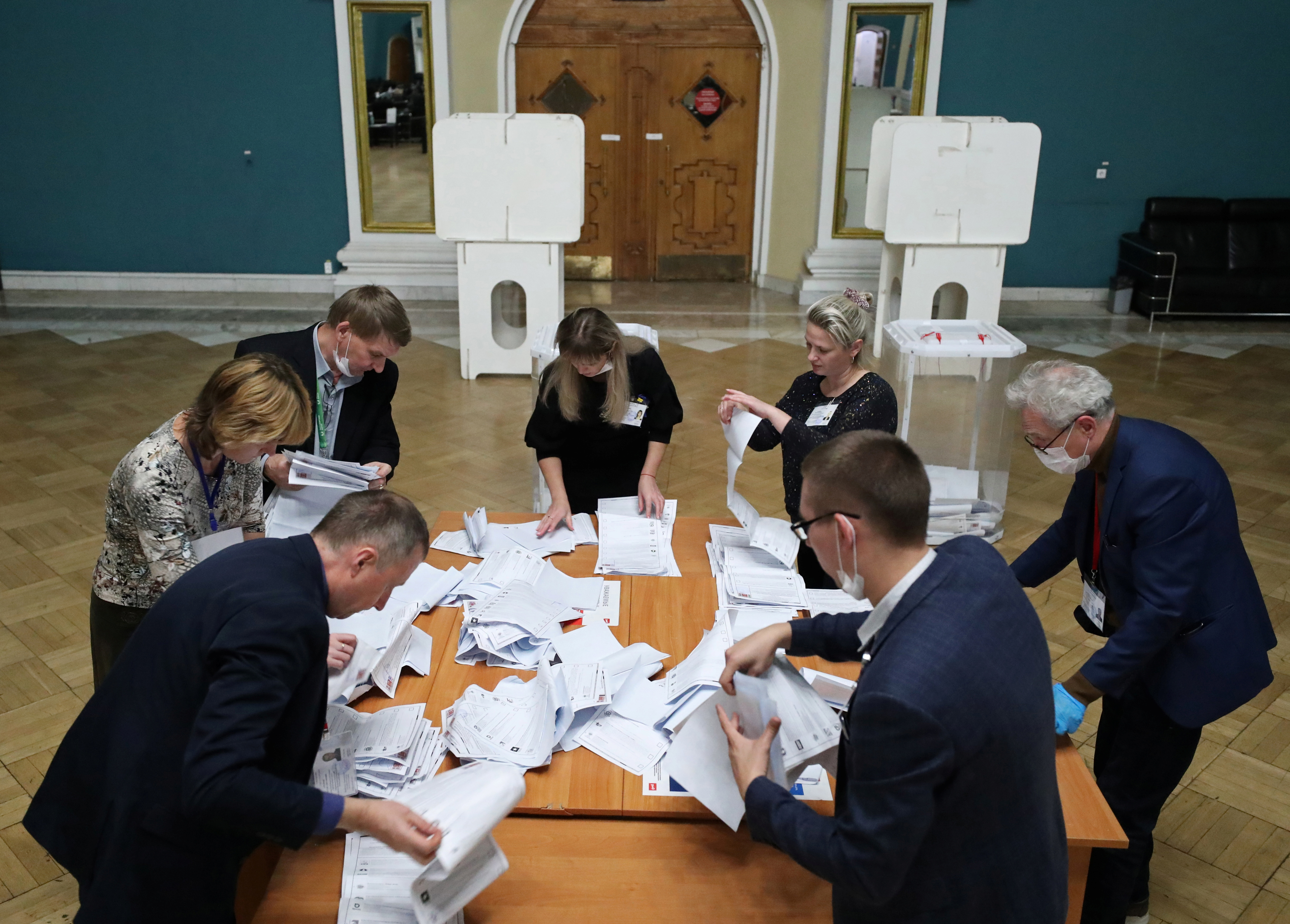 Members of a local election commission count ballots at a polling station inside Kazansky railway terminal after polls closed during a three-day long parliamentary election in Moscow, Russia September 19, 2021. REUTERS/Evgenia Novozhenina