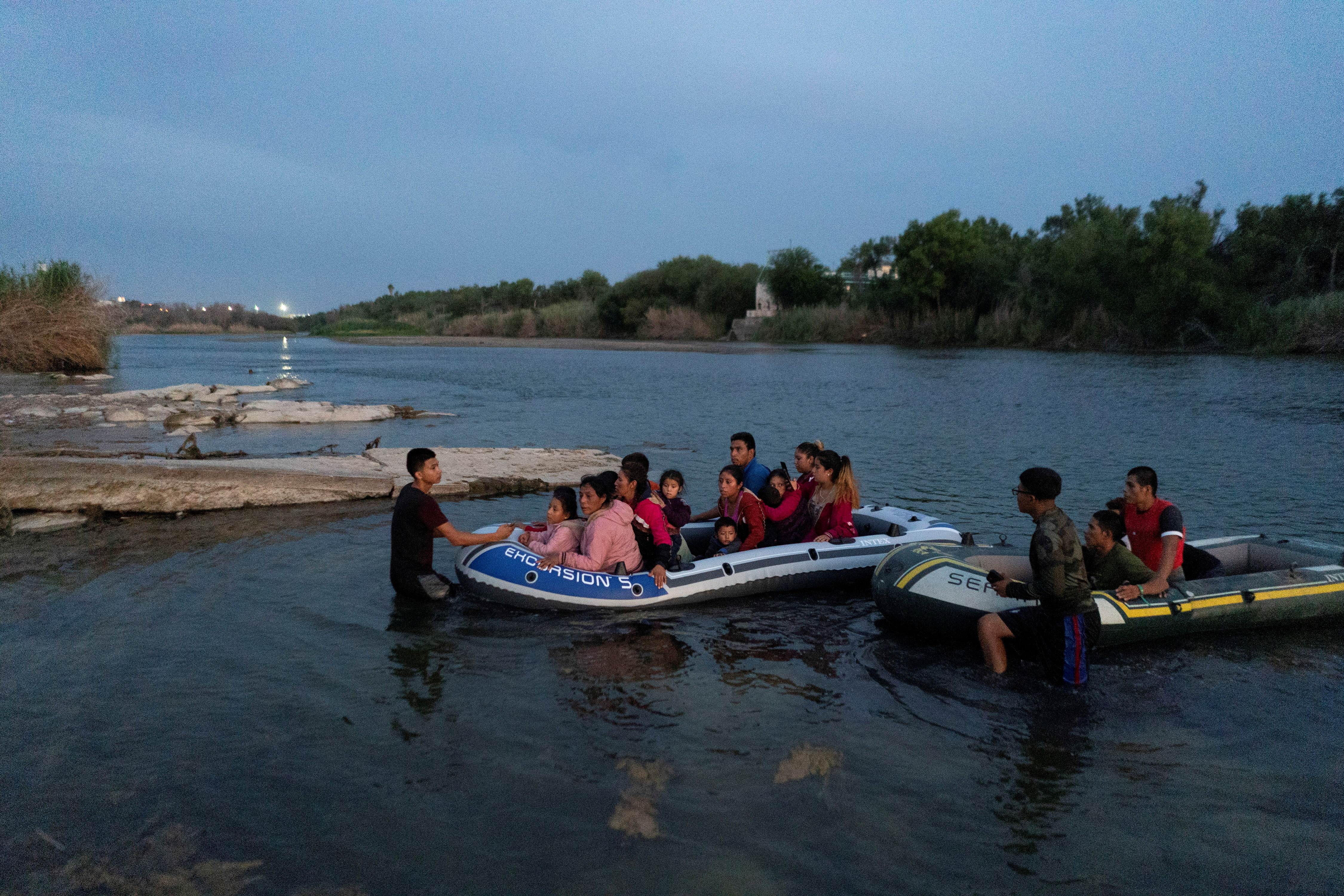 Asylum-seeking migrant families from Guatemala and Honduras arrive to the U.S. side of the bank on an inflatable raft after crossing the Rio Grande river into the United States from Mexico in Roma, Texas, U.S., July 28, 2021. Picture taken July 28, 2021. REUTERS/Go Nakamura/File Photo