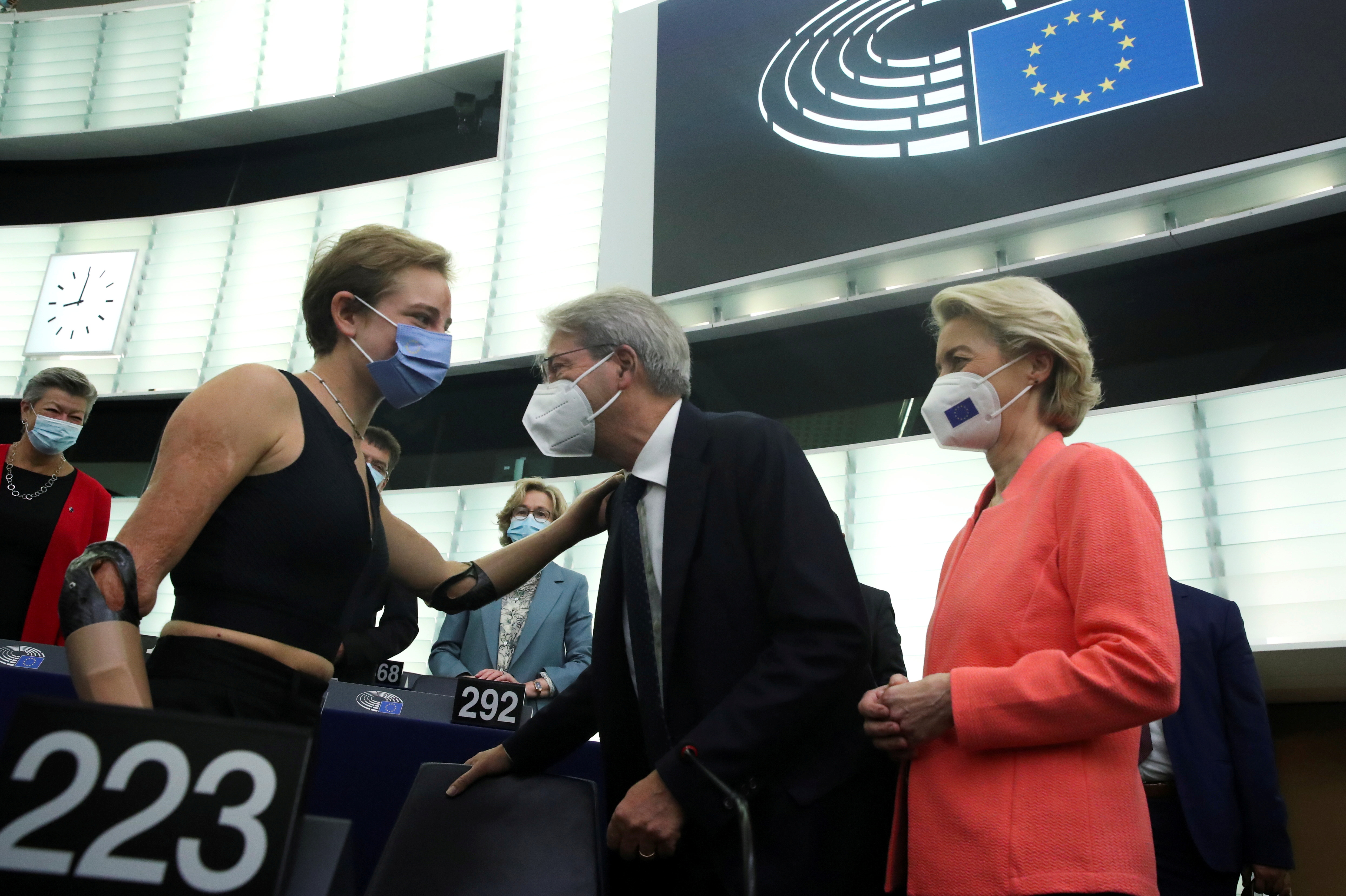 European Commission President Ursula von der Leyen and European Economy Commissioner Paolo Gentiloni speak with Tokyo 2020 Paralympic gold medallist Beatrice Vio at the European Parliament in Strasbourg, France, September 15, 2021.  REUTERS/Yves Herman/Pool