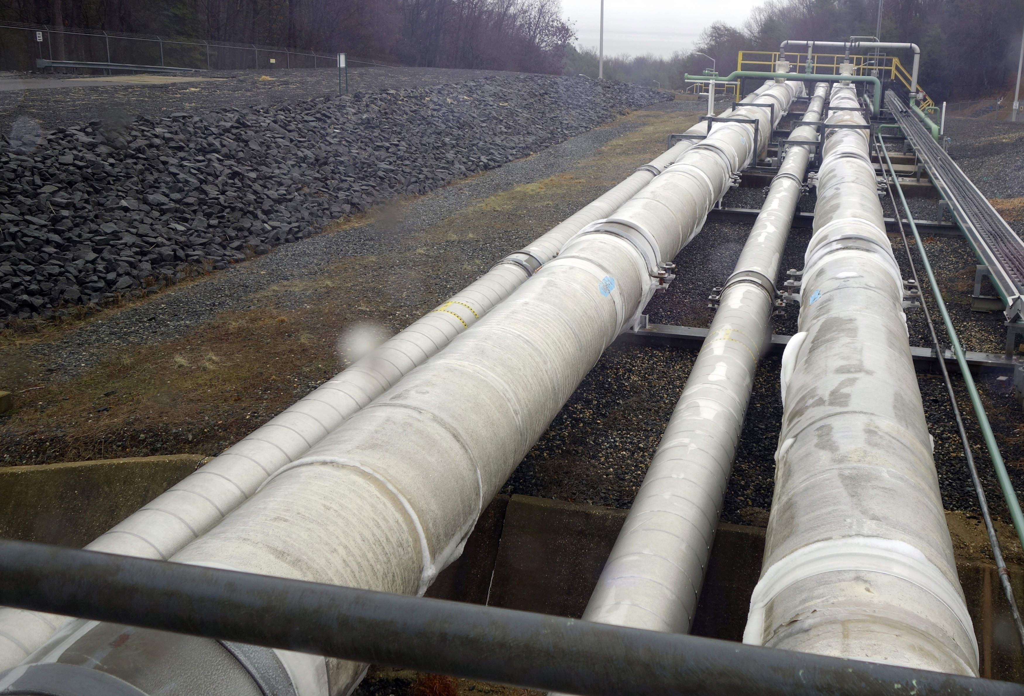 Pipes are seen at Dominion's Cove Point liquefied natural gas (LNG) plant on Maryland's Chesapeake Bay in this picture taken February 5, 2014.   REUTERS/Tim Gardner