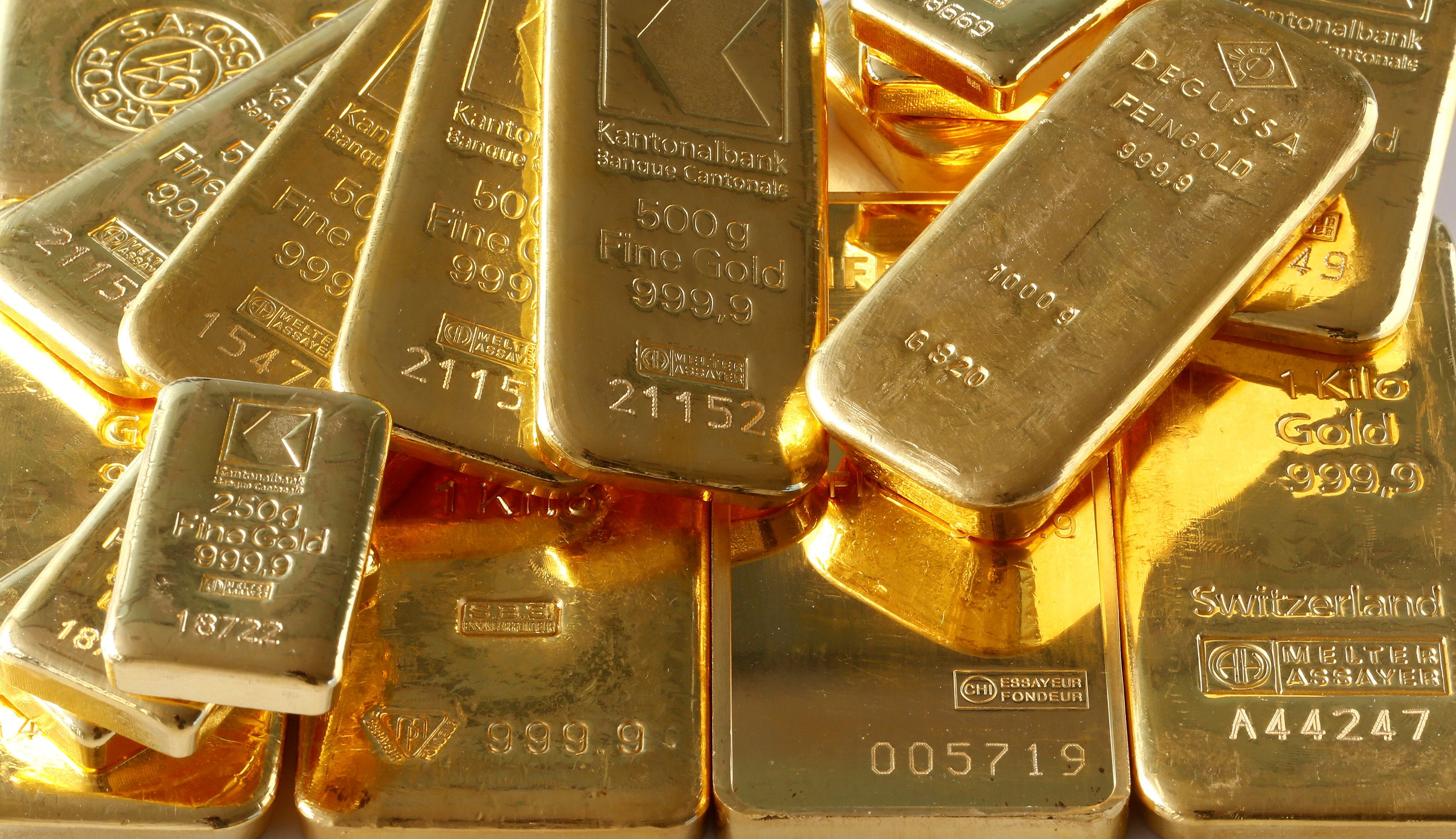 Gold bars from the vault of a bank are seen in this illustration picture taken in Zurich November 20, 2014. REUTERS/Arnd Wiegmann/File Photo