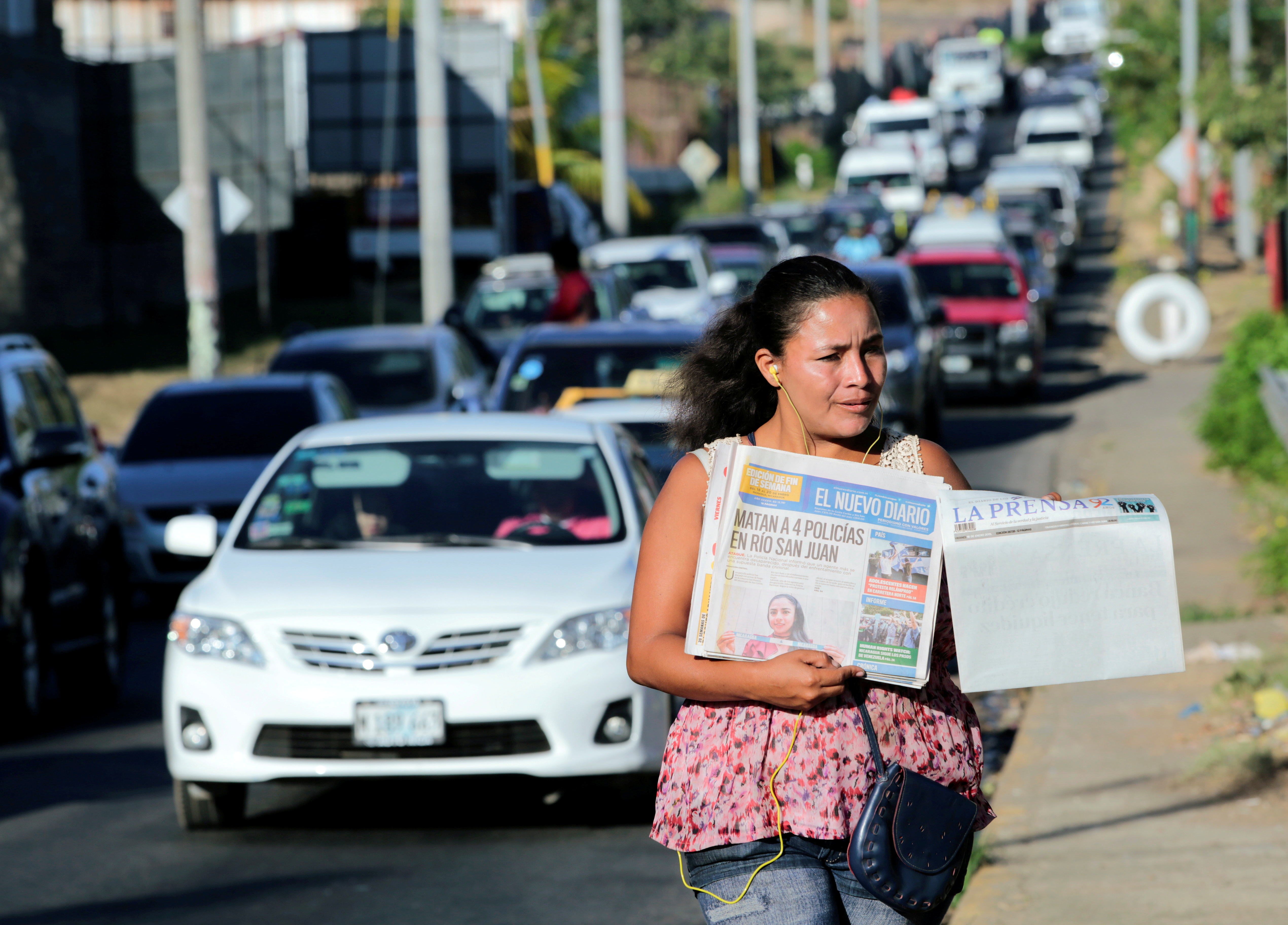 A street vendor sells La Prensa, a local newspaper showing a blank front page as a sign of protest against Daniel Ortega's government, in Managua, Nicaragua January 18, 2019. REUTERS/Oswaldo Rivas/File Photo