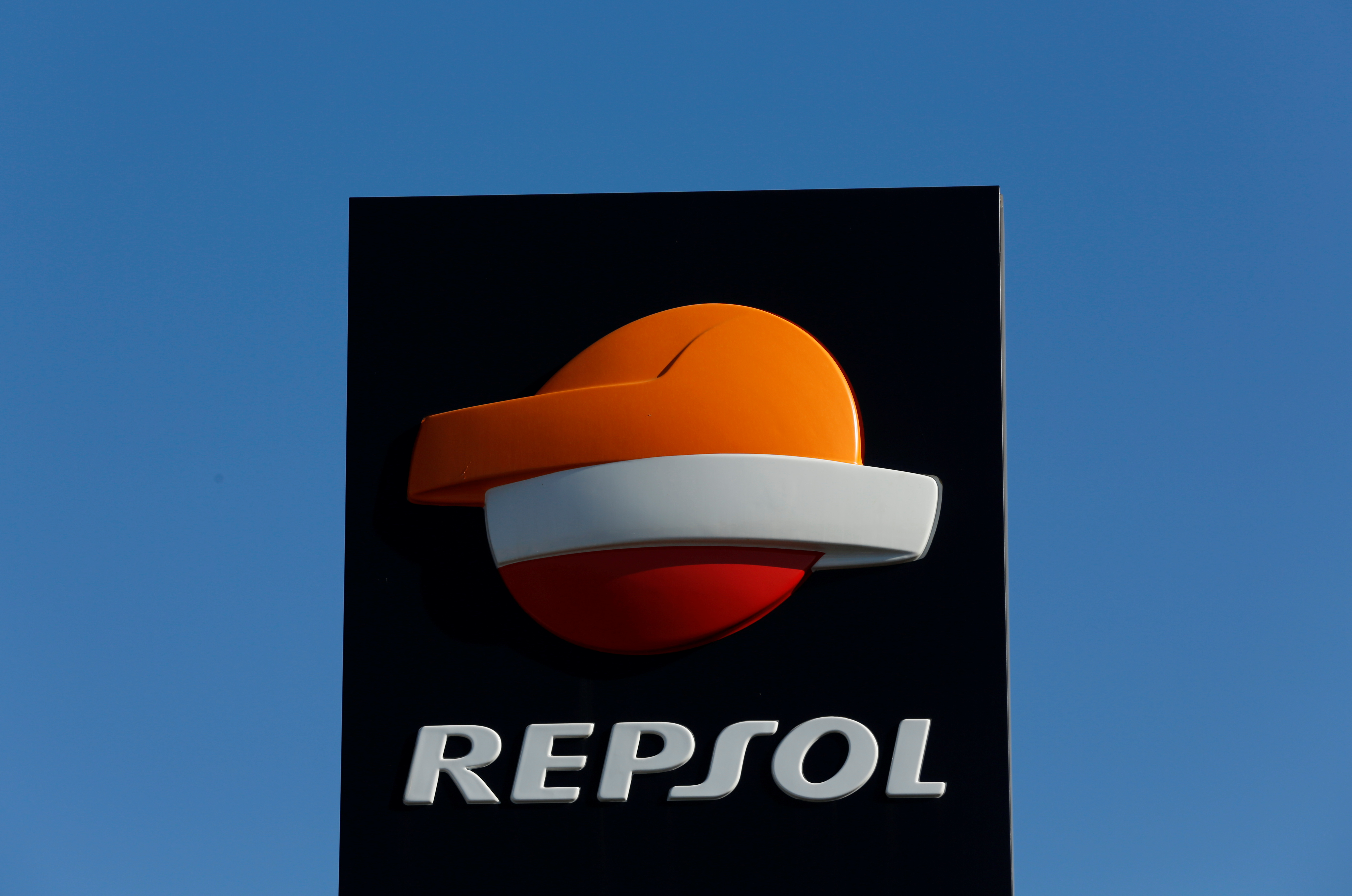 A Repsol logo at a petrol station in Bormujos near the Andalusian capital of Seville, southern Spain March 3, 2016. REUTERS/Marcelo del Pozo
