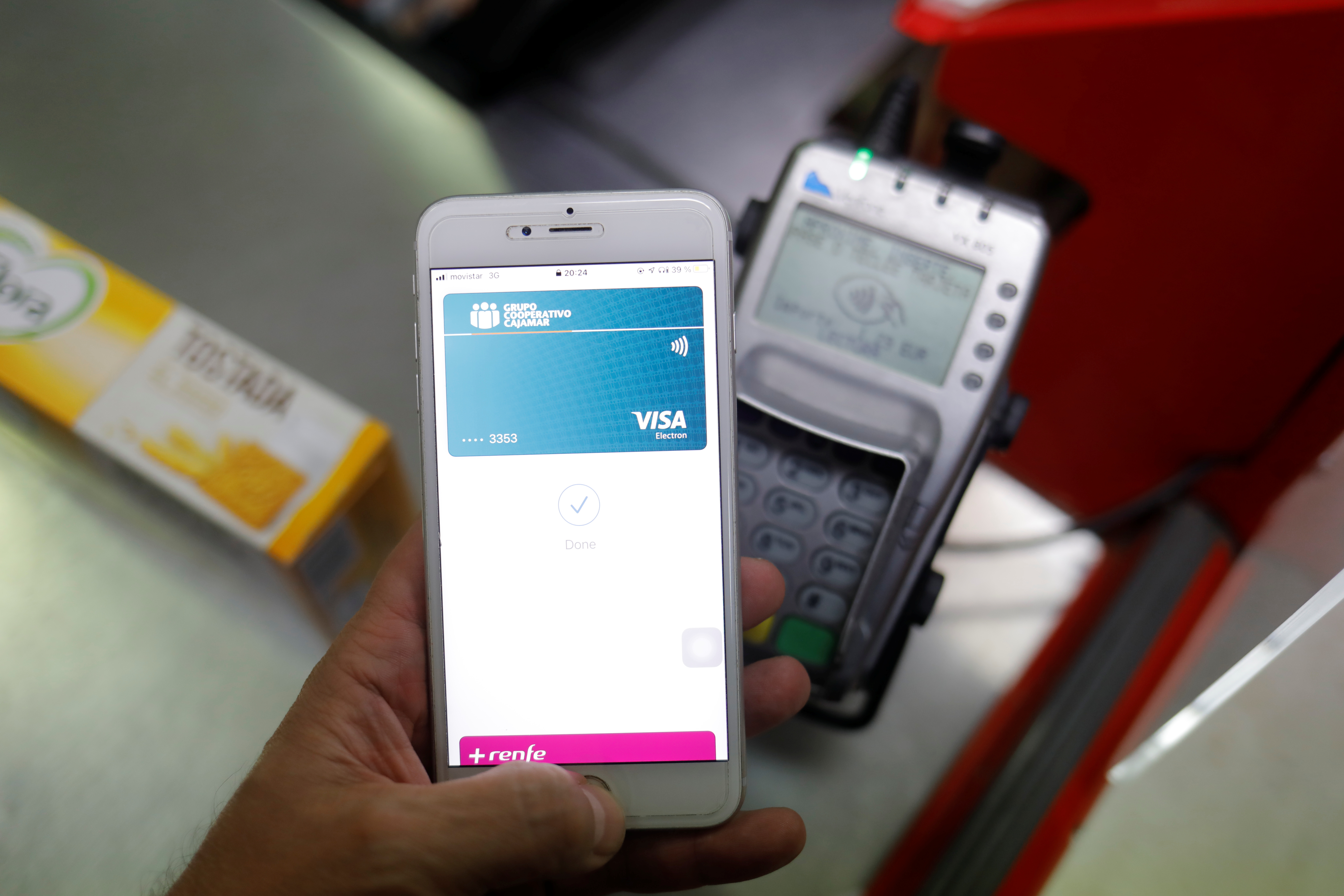 A shopper uses the mobile payment service Apple Pay at a supermarket, amid the coronavirus disease (COVID-19) outbreak, in Ronda, southern Spain October 9, 2020. REUTERS/Jon Nazca