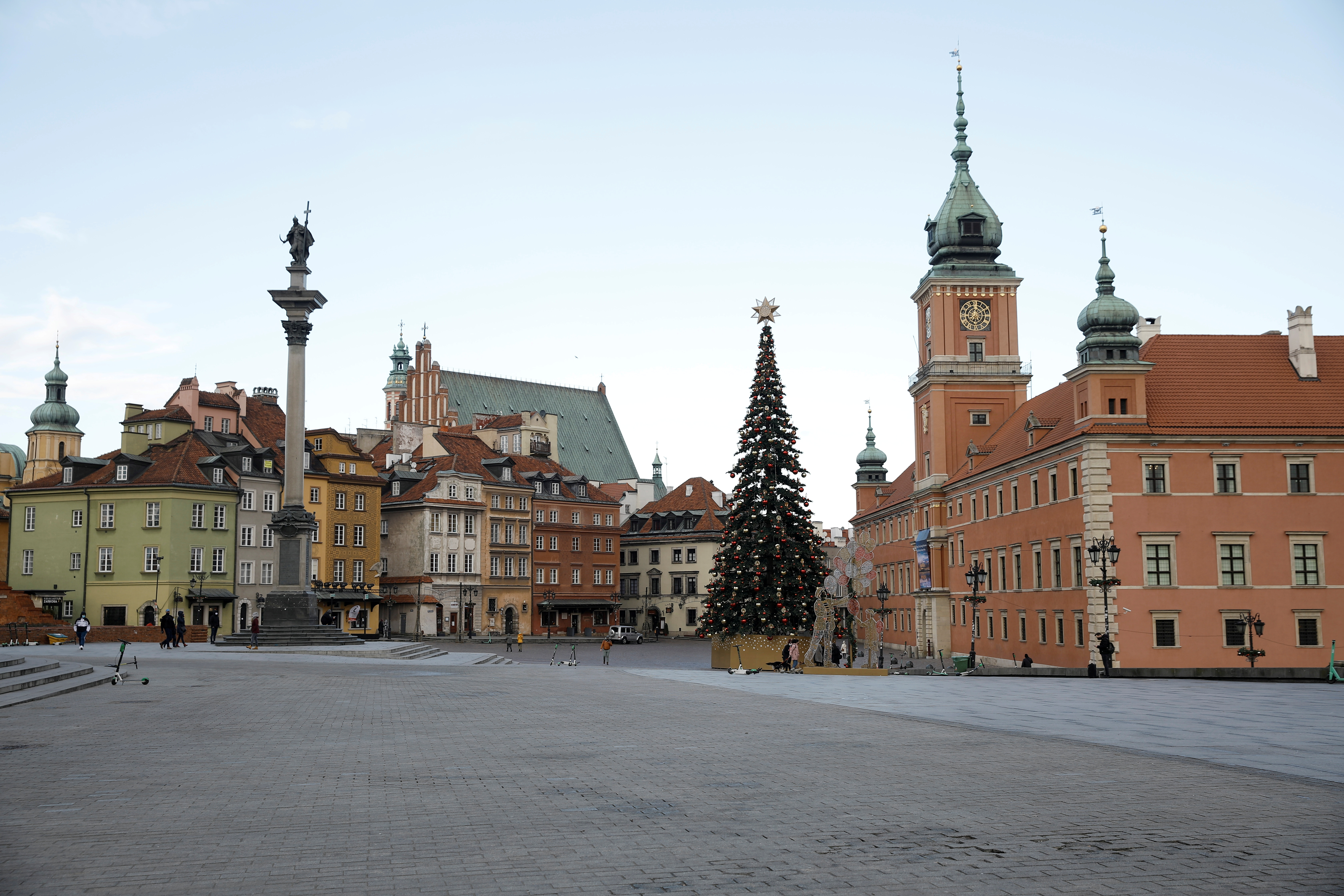 A general view of Castle Square in the Old Town, amid the coronavirus disease (COVID-19) outbreak in Warsaw, Poland December 28, 2020. REUTERS/Kacper Pempel
