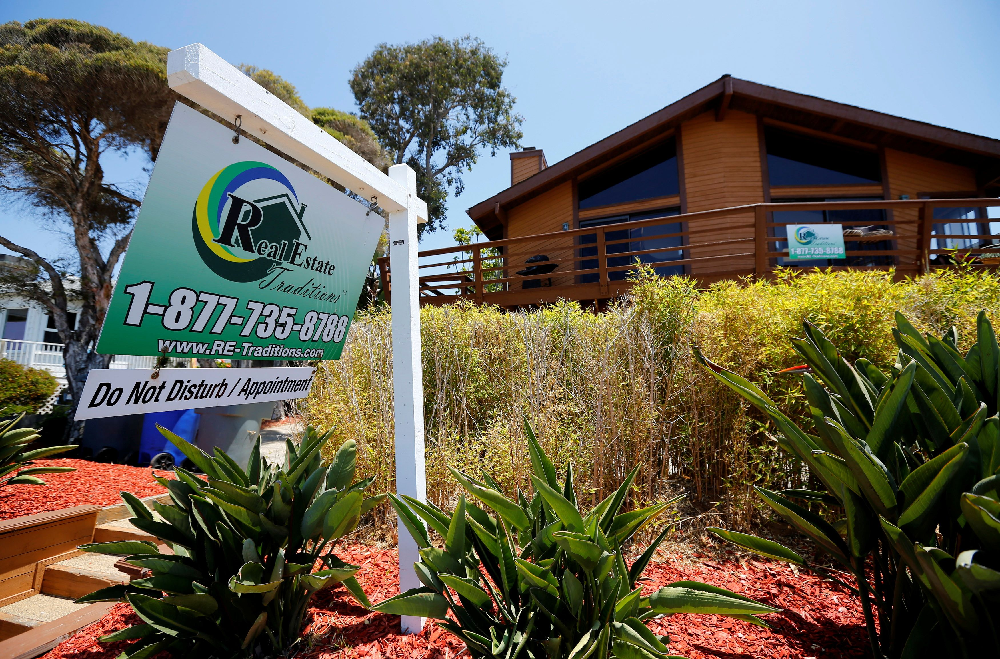 A single family home is shown for sale in Encinitas, California May 22, 2013. REUTERS/Mike Blake/File Photo