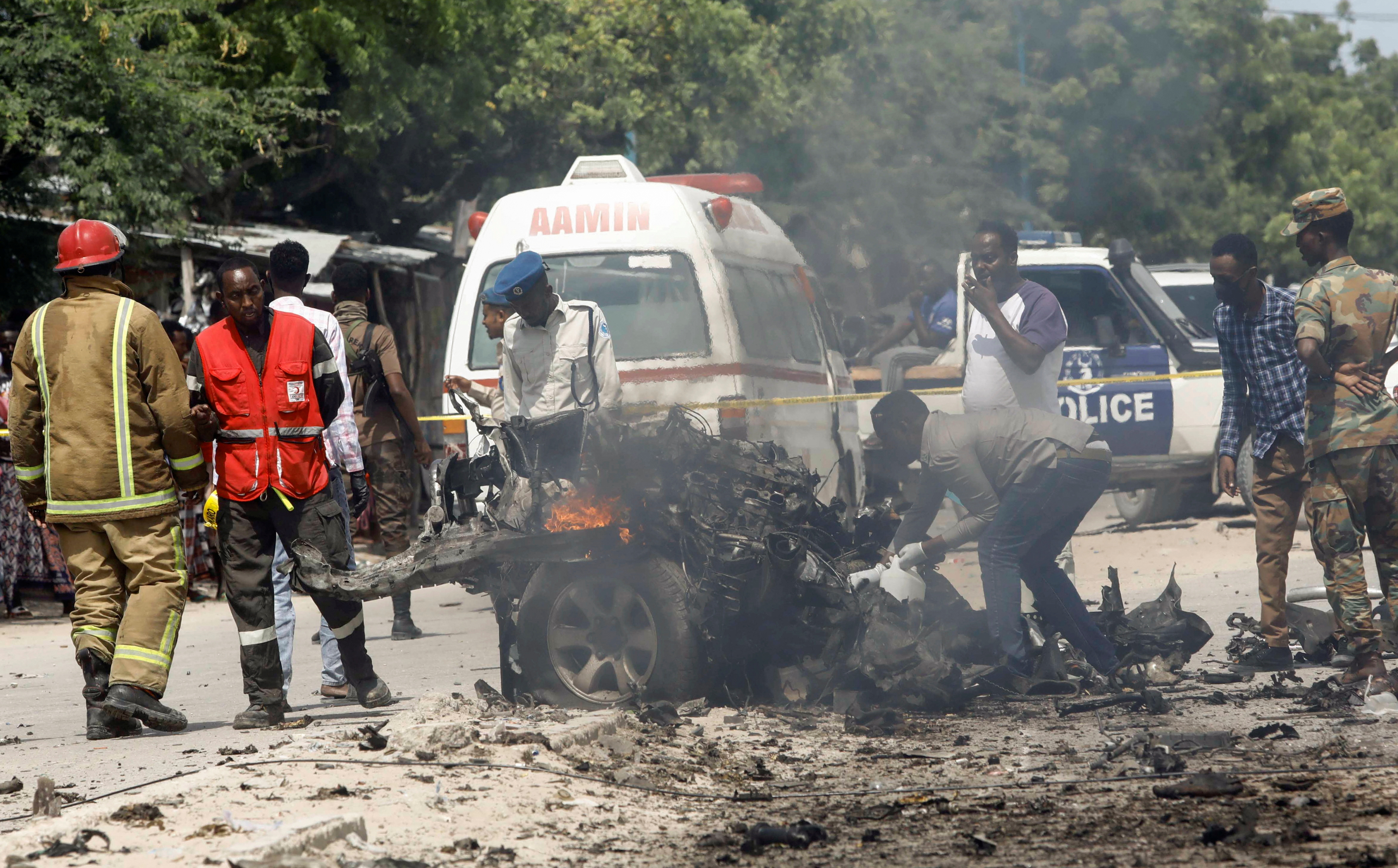 At Least 8 Killed in Mogadishu by Suicide Car Bomb Targeting Government Convoy