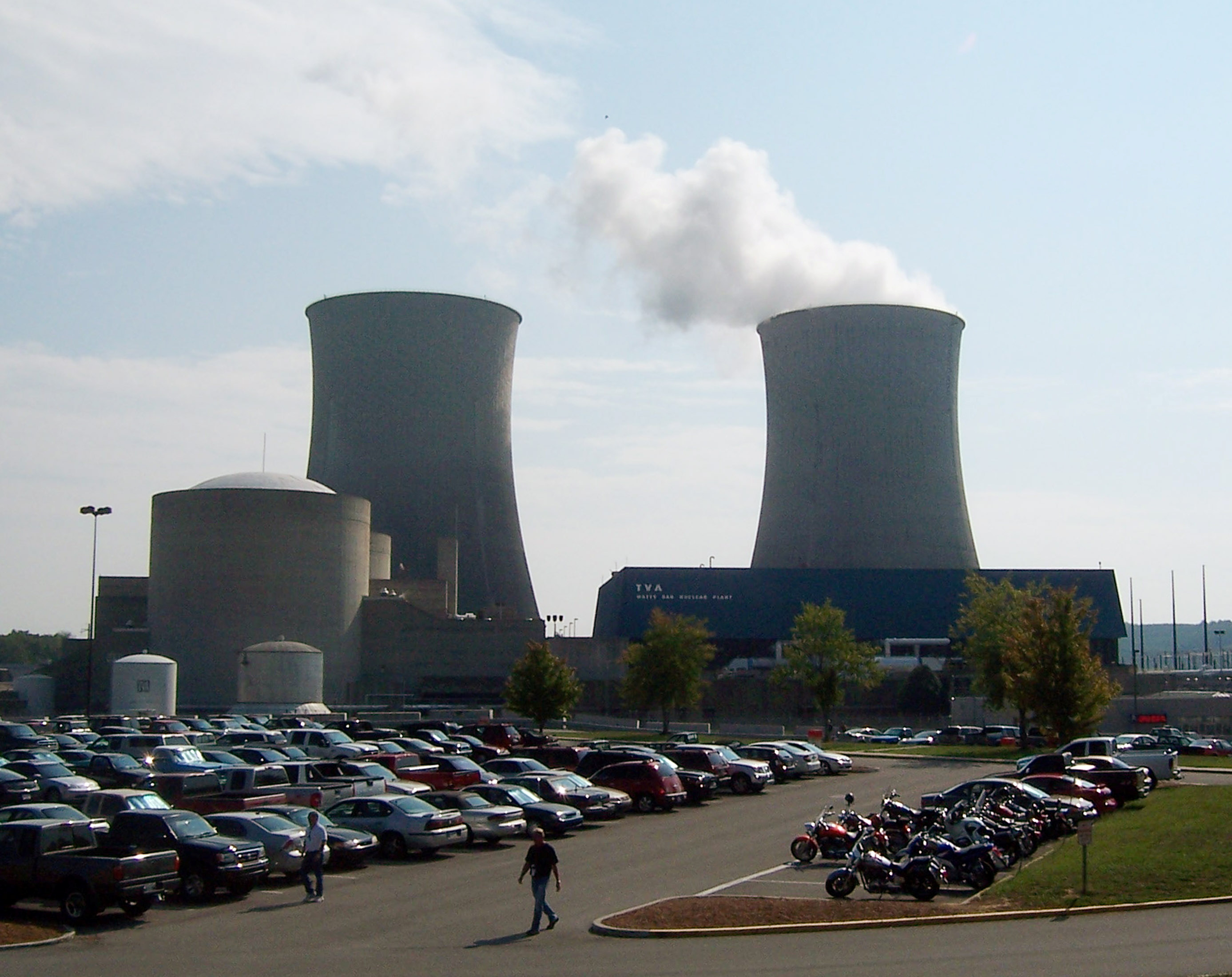 File photo: Steam rises from a cooling tower on September 7, 2007 at the Tennessee Valley Authority's Watts Bar Nuclear Plant in Spring City, Tennessee, 50 miles south of Knoxville. REUTERS/Chris Baltimore