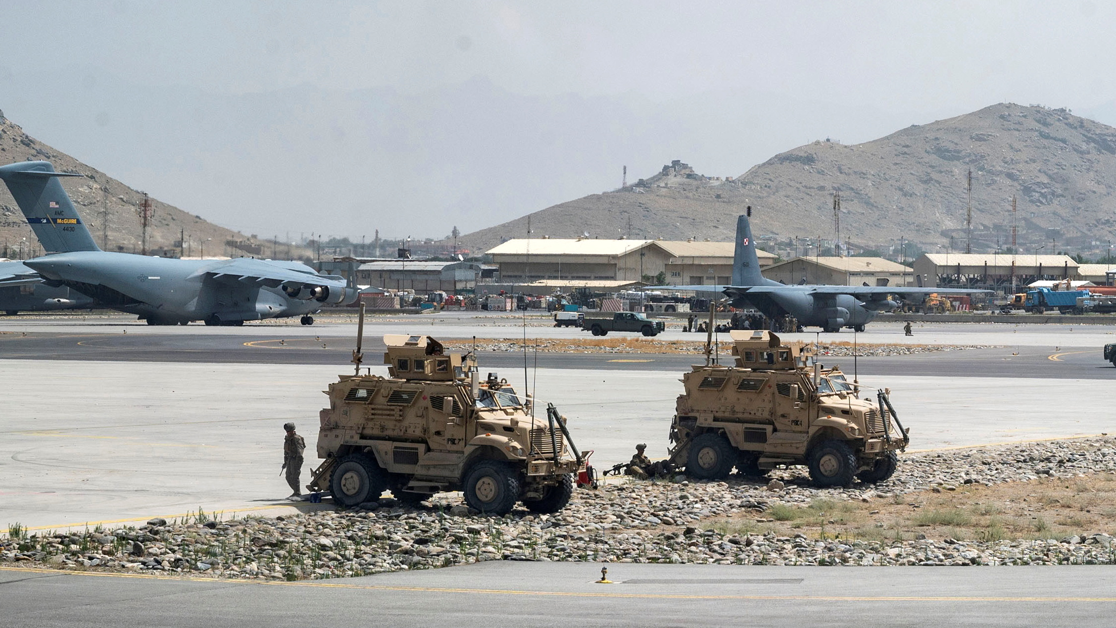 U.S. Army soldiers assigned to the 82nd Airborne Division patrol Hamid Karzai International Airport in Kabul, Afghanistan August 17, 2021. Picture taken August 17, 2021.  U.S. Air Force/Senior Airman Taylor Crul/Handout via REUTERS/File Photo