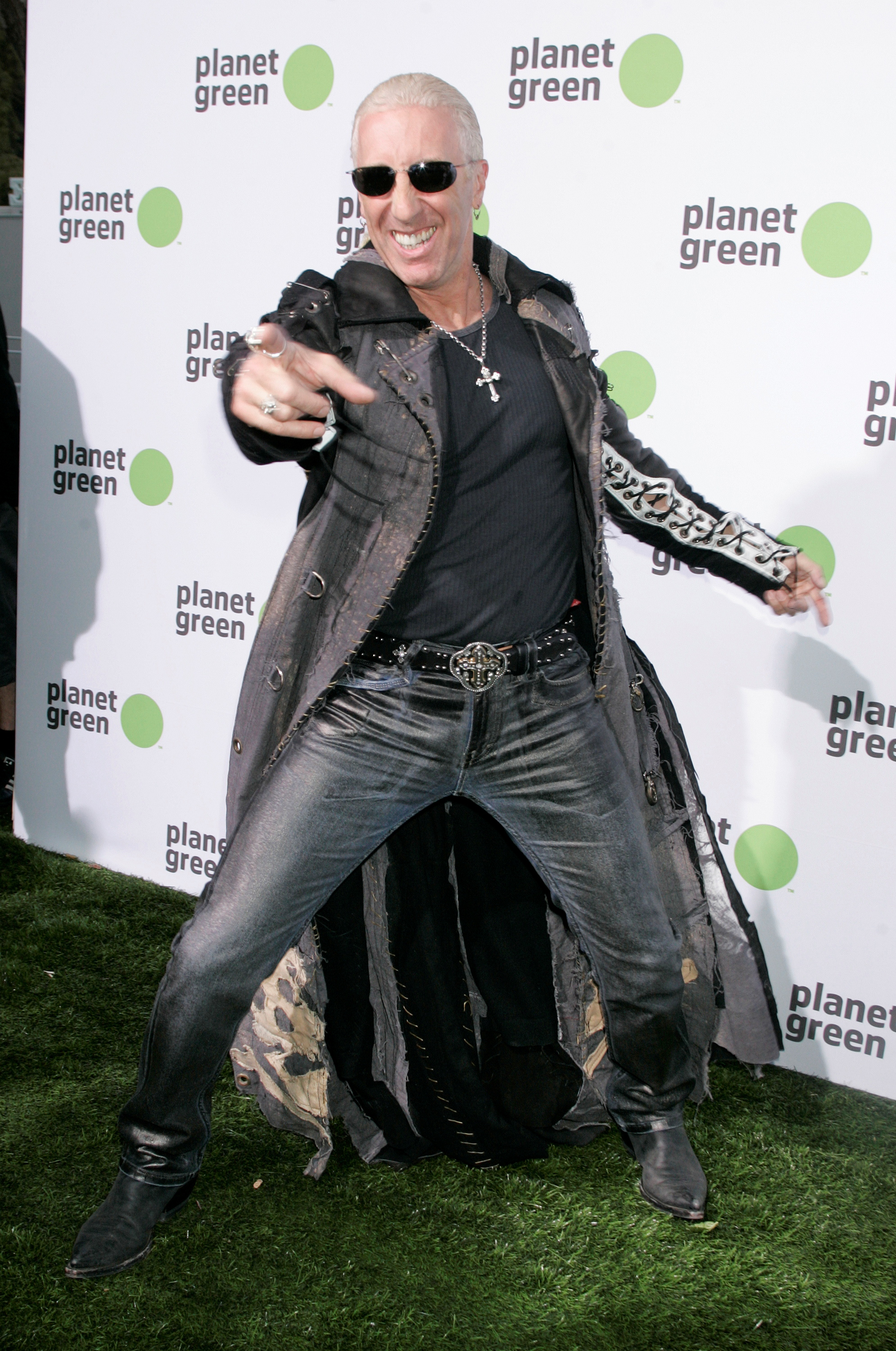 Rock musician Dee Snider, best known for his role as the frontman of American hard rock band Twisted Sister, poses in Los Angeles, May 28, 2008. REUTERS/Fred Prouser