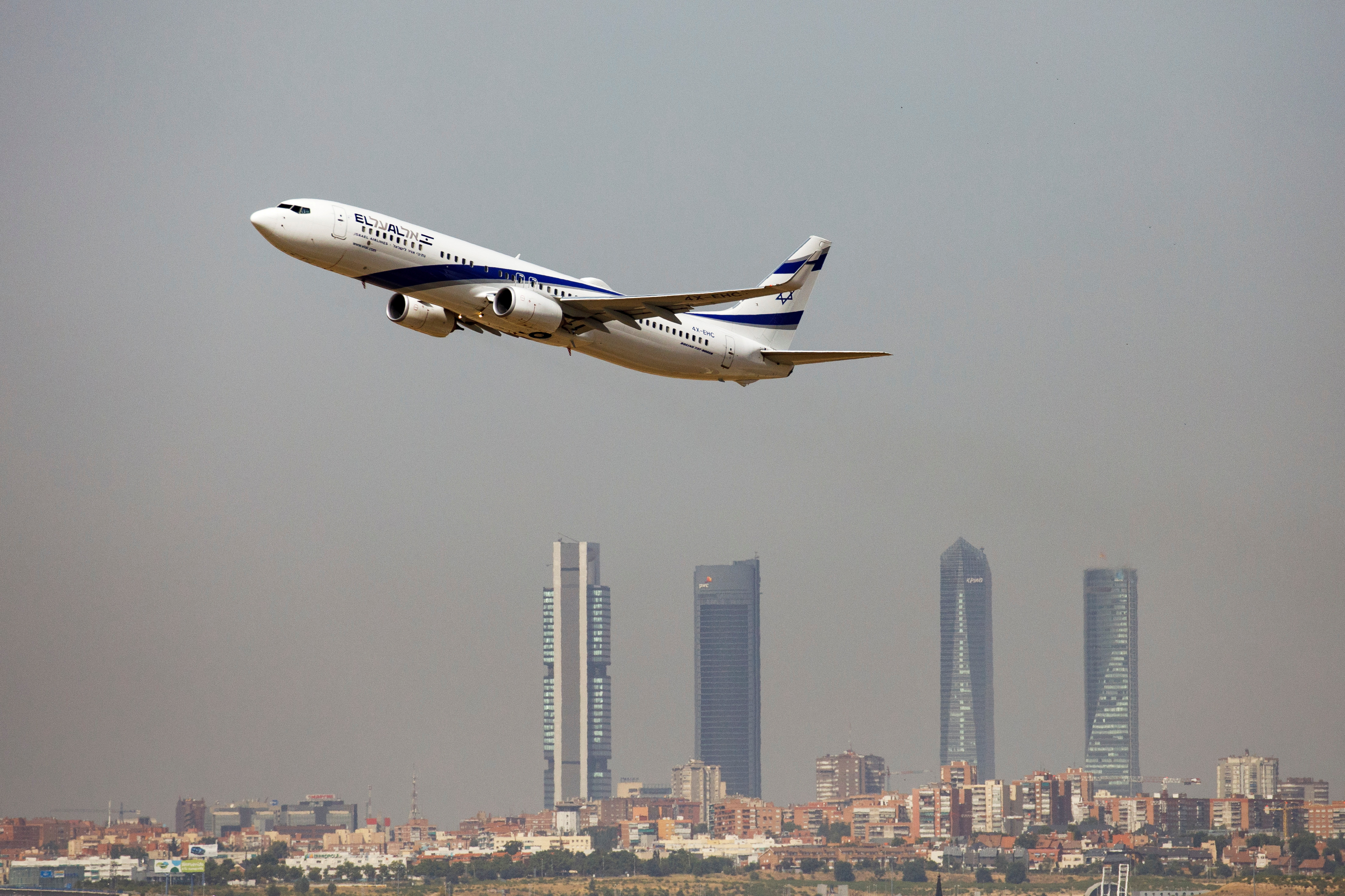 An El Al Israel Airlines Boeing 737-900ER airplane takes off from the Adolfo Suarez Madrid-Barajas airport as seen from Paracuellos del Jarama, outside Madrid, Spain, August 8, 2018.  REUTERS/Paul Hanna/File Photo