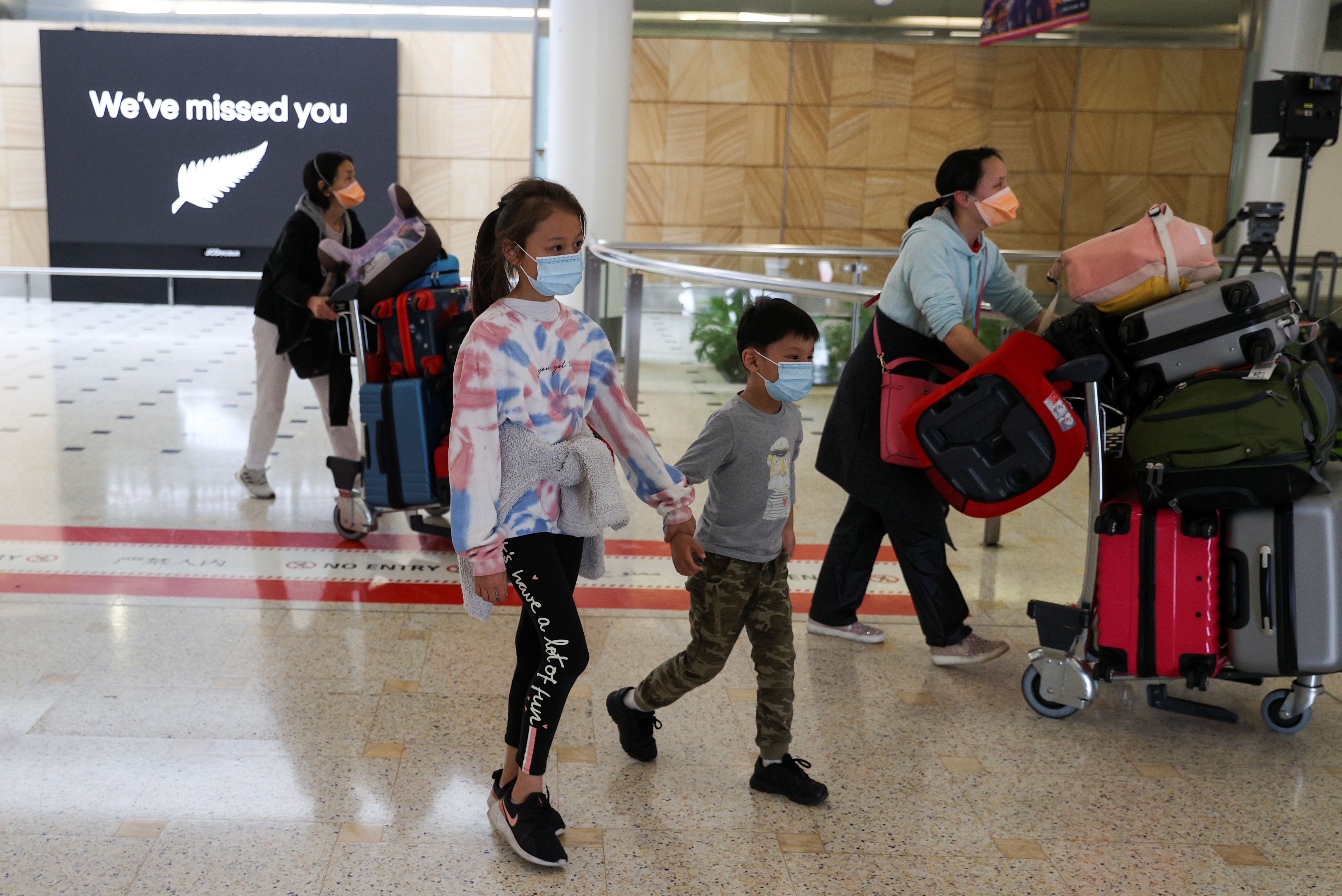 Passengers arrive from New Zealand after the Trans-Tasman travel bubble opened overnight, following an extended border closure due to the coronavirus disease (COVID-19) outbreak, at Sydney Airport in Sydney, Australia, October 16, 2020. REUTERS/Loren Elliott