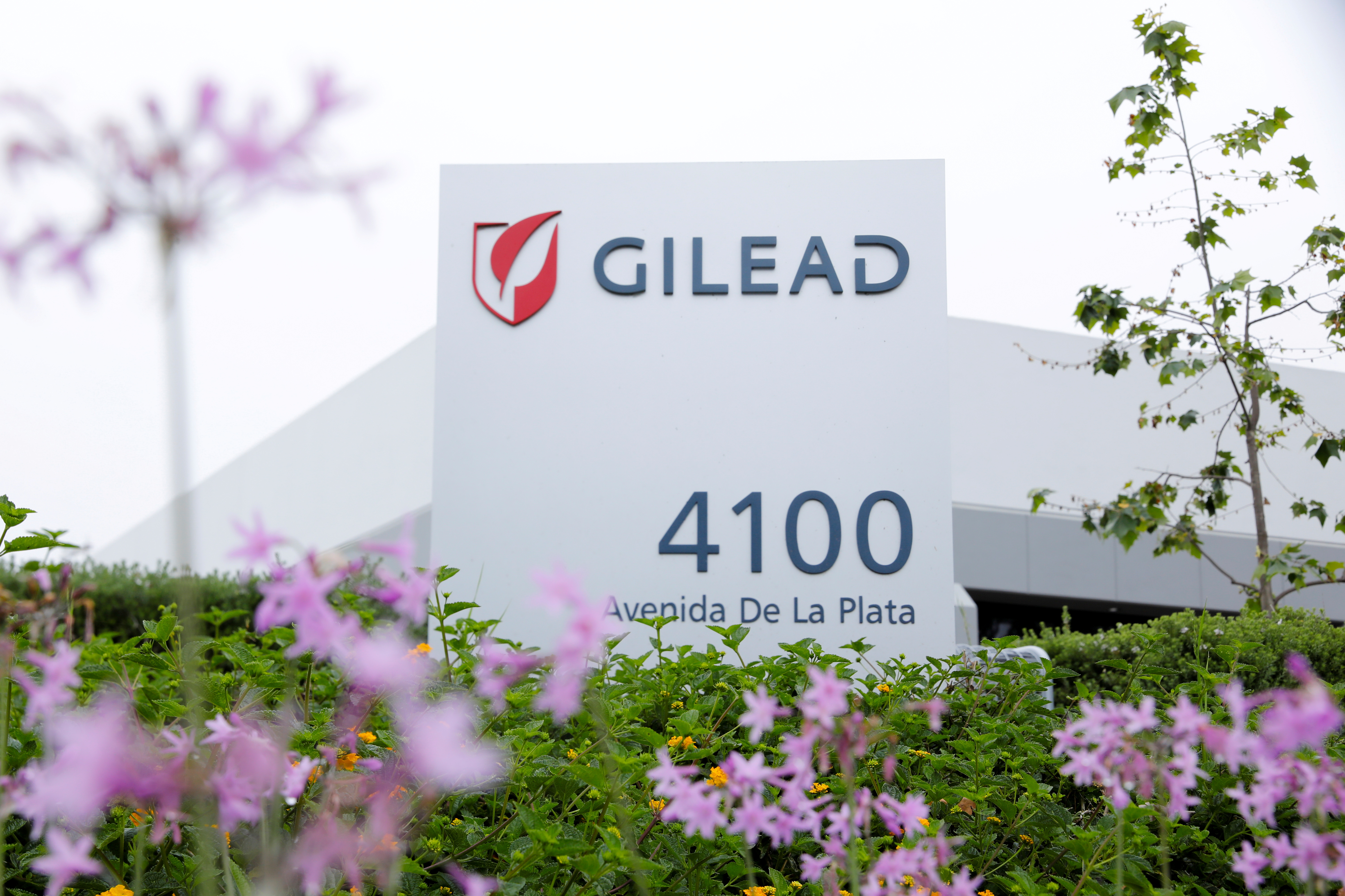 Gilead Sciences biotech company is seen after they announced a Phase 3 Trial of the investigational antiviral drug remdesivir in patients with severe coronavirus disease (COVID-19), during the outbreak of the coronavirus disease (COVID-19), in Oceanside, California, U.S., April 29, 2020. REUTERS/Mike Blake/File Photo