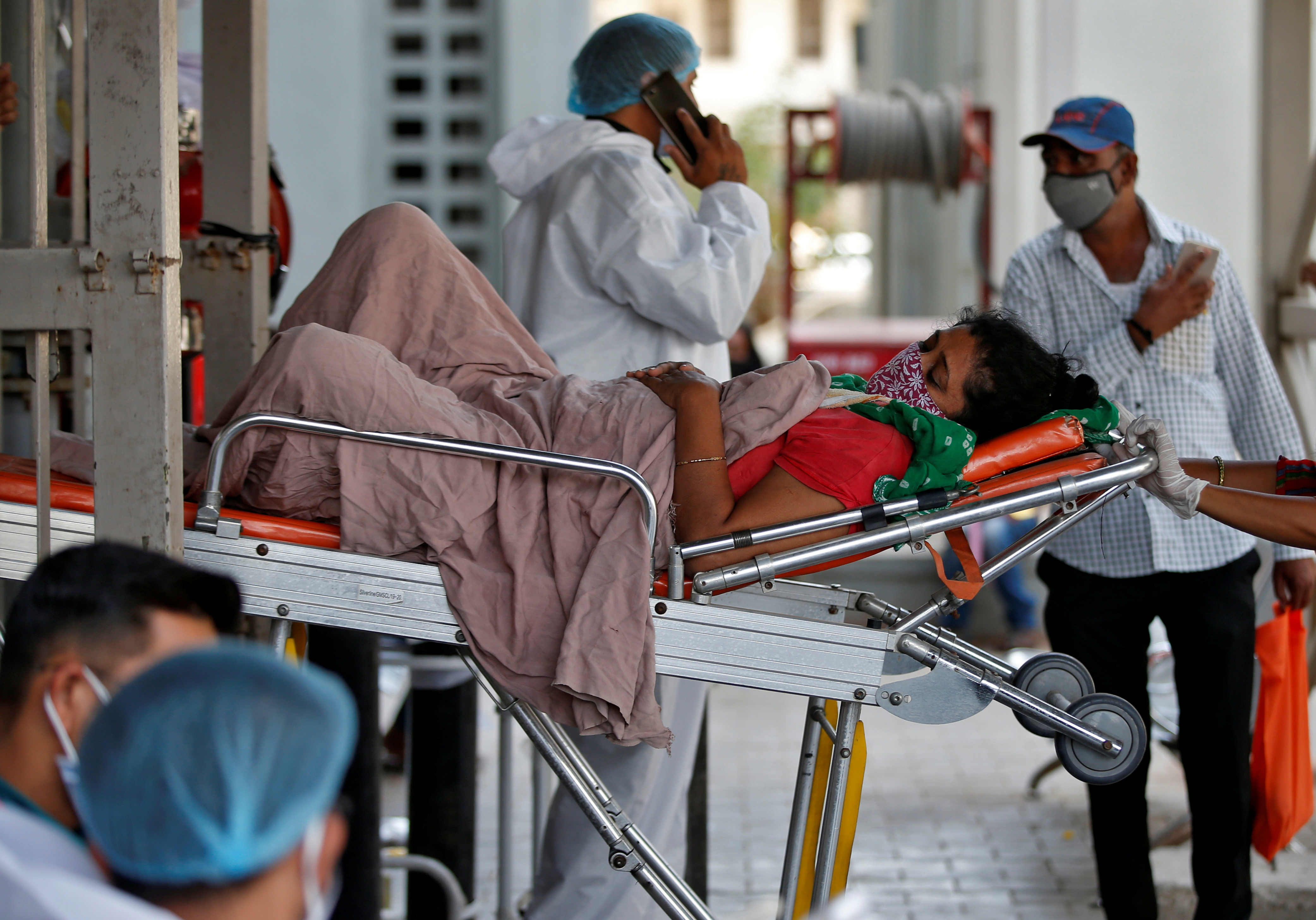India reports more than 2,000 COVID-19 deaths in single day | Reuters