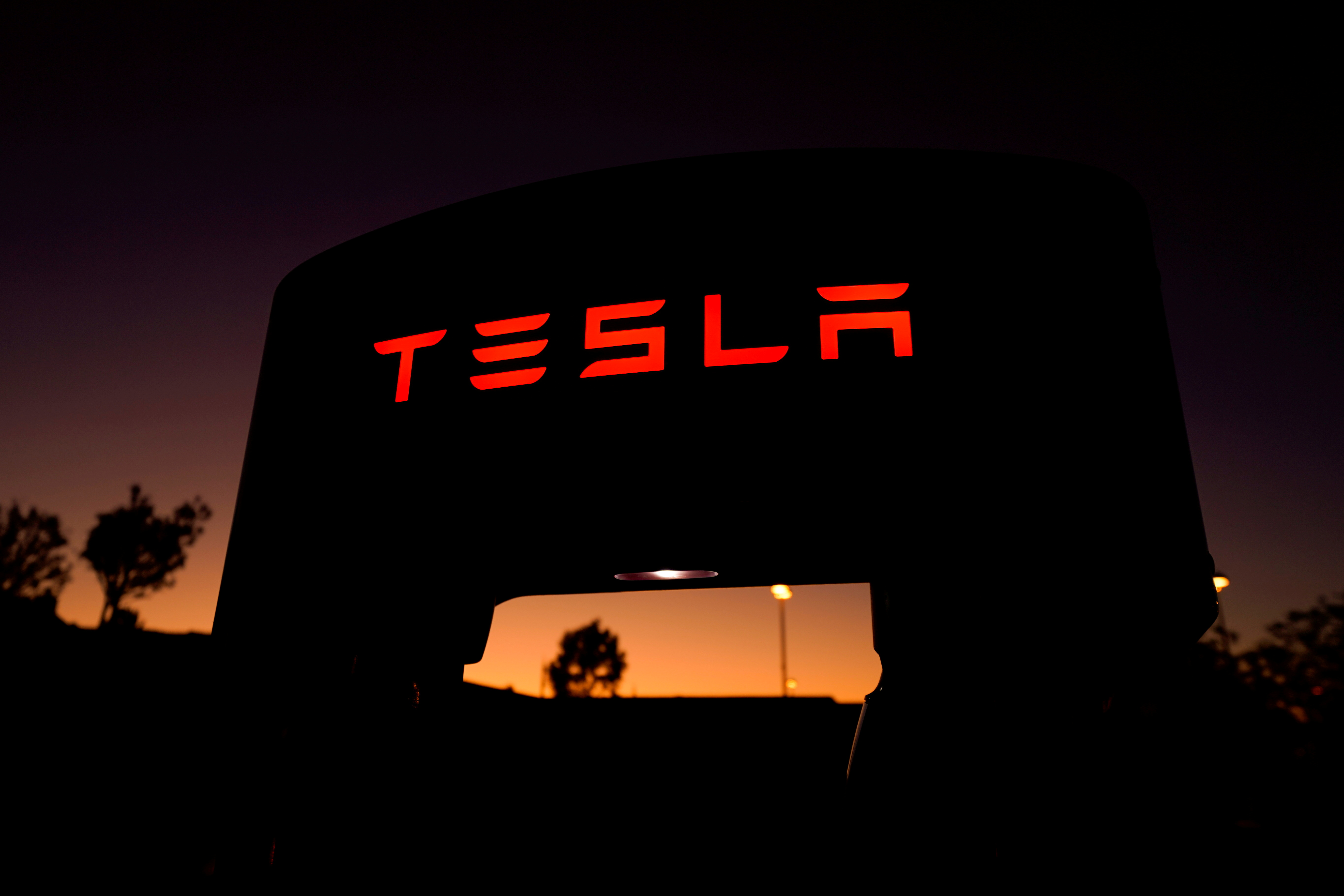 """Tesla to Hold AI Day in """"about a month"""" for hiring – Musk"""