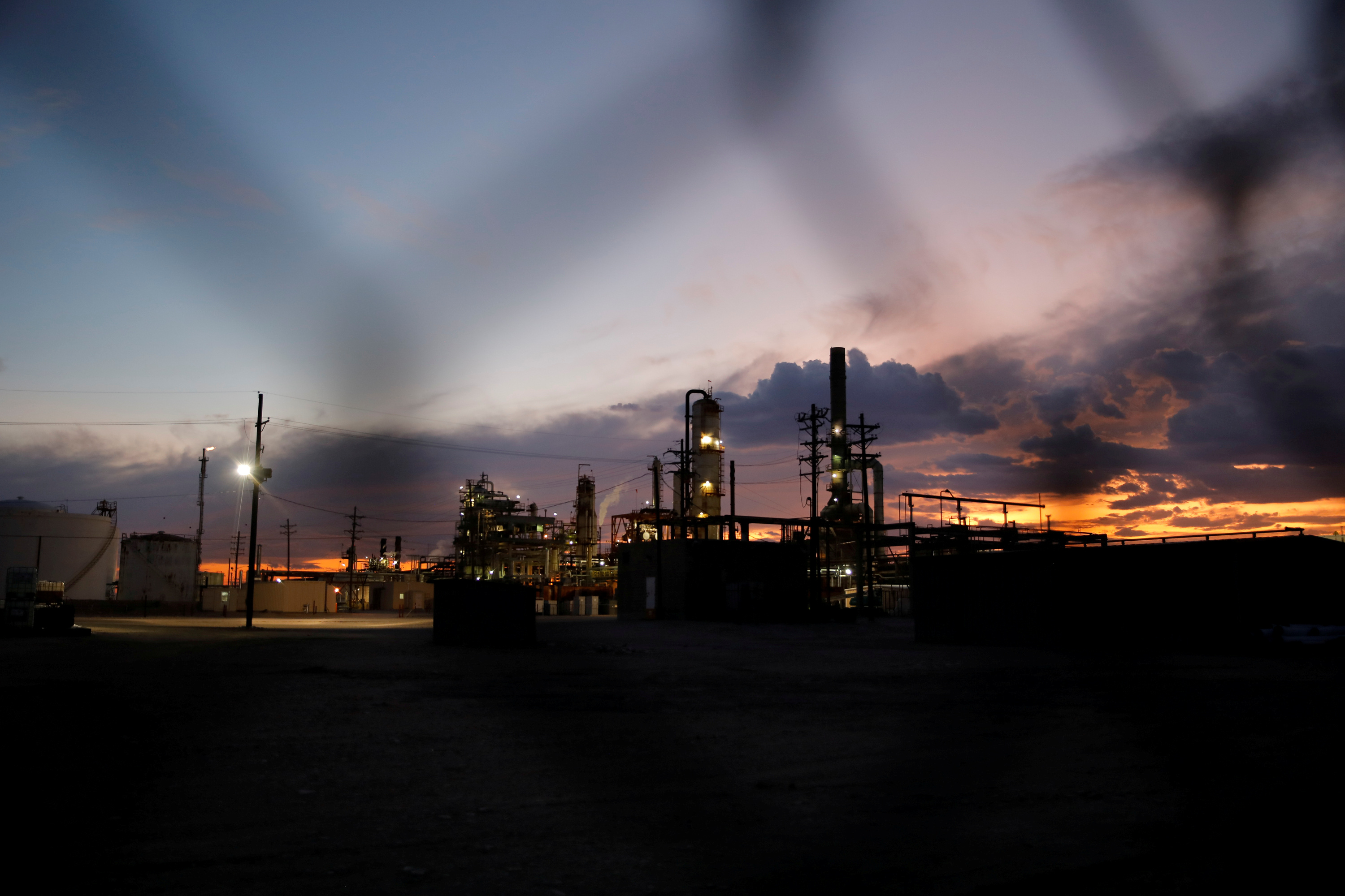 File photo: A general view of a refinery in Hobbs, New Mexico, U.S. September 18, 2019. REUTERS/Adria Malcolm