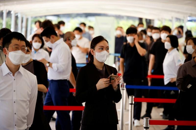 People wait in line to get coronavirus disease (COVID-19) test at a coronavirus testing site in Seoul, South Korea, July 15, 2021. REUTERS/Kim Hong-Ji/File Photo