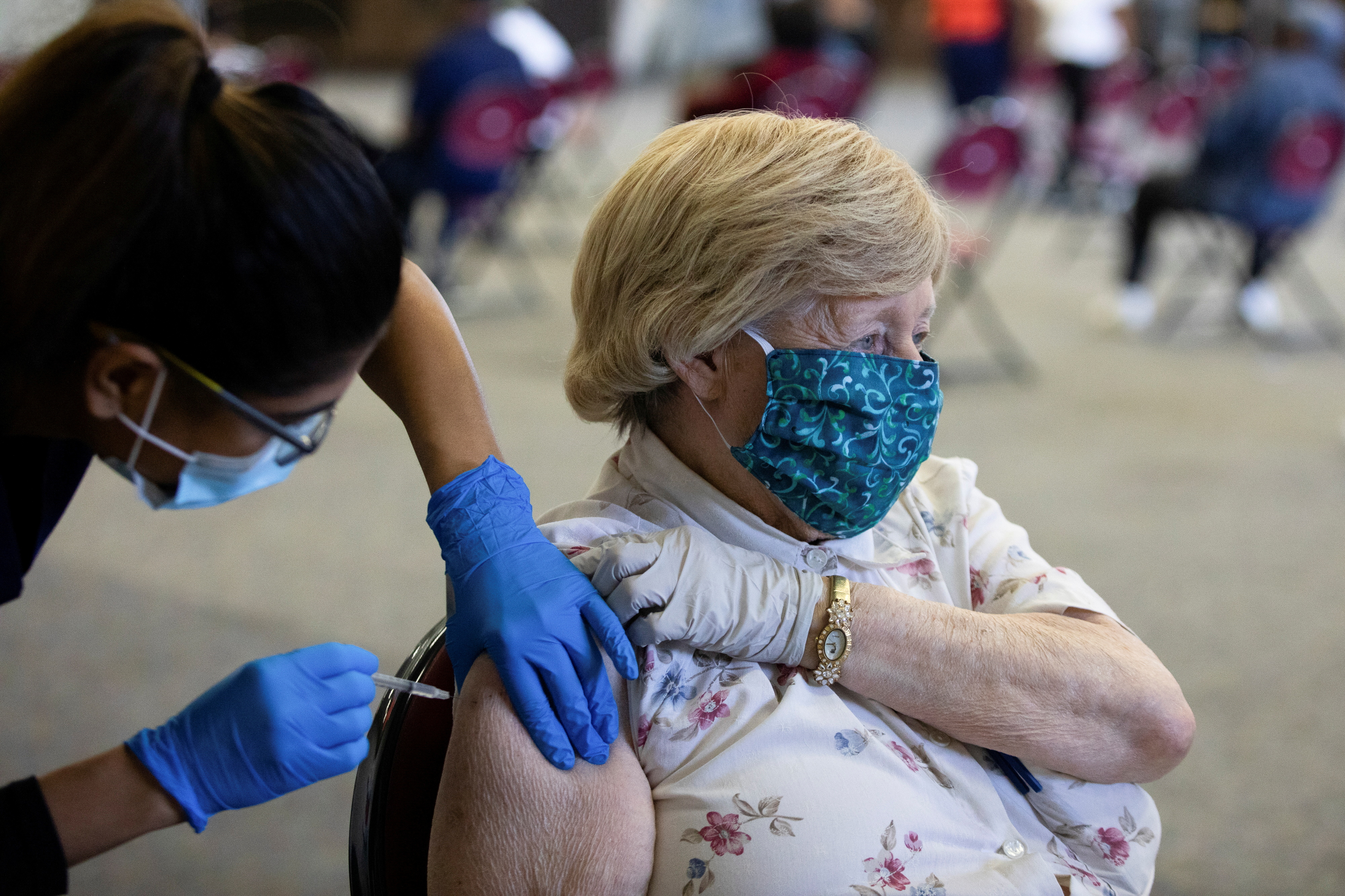A patient receives their coronavirus disease (COVID-19) vaccine booster during a Pfizer-BioNTech vaccination clinic in Southfield, Michigan, U.S., September 29, 2021.  REUTERS/Emily Elconin