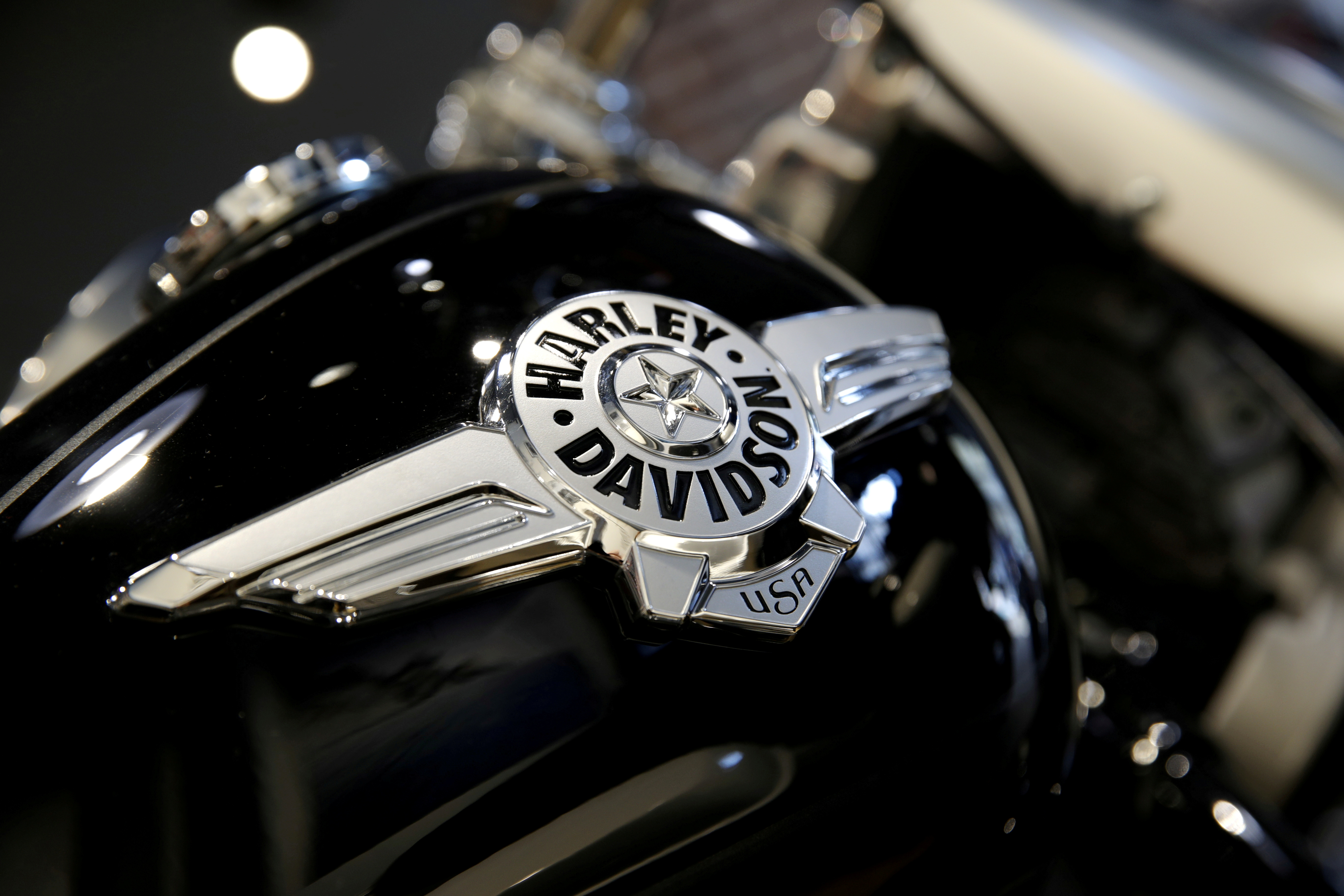 The logo of U.S. motorcycle company Harley-Davidson is seen on one of their models at a shop in Paris, France, August 16, 2018.  REUTERS/Philippe Wojazer//File Photo