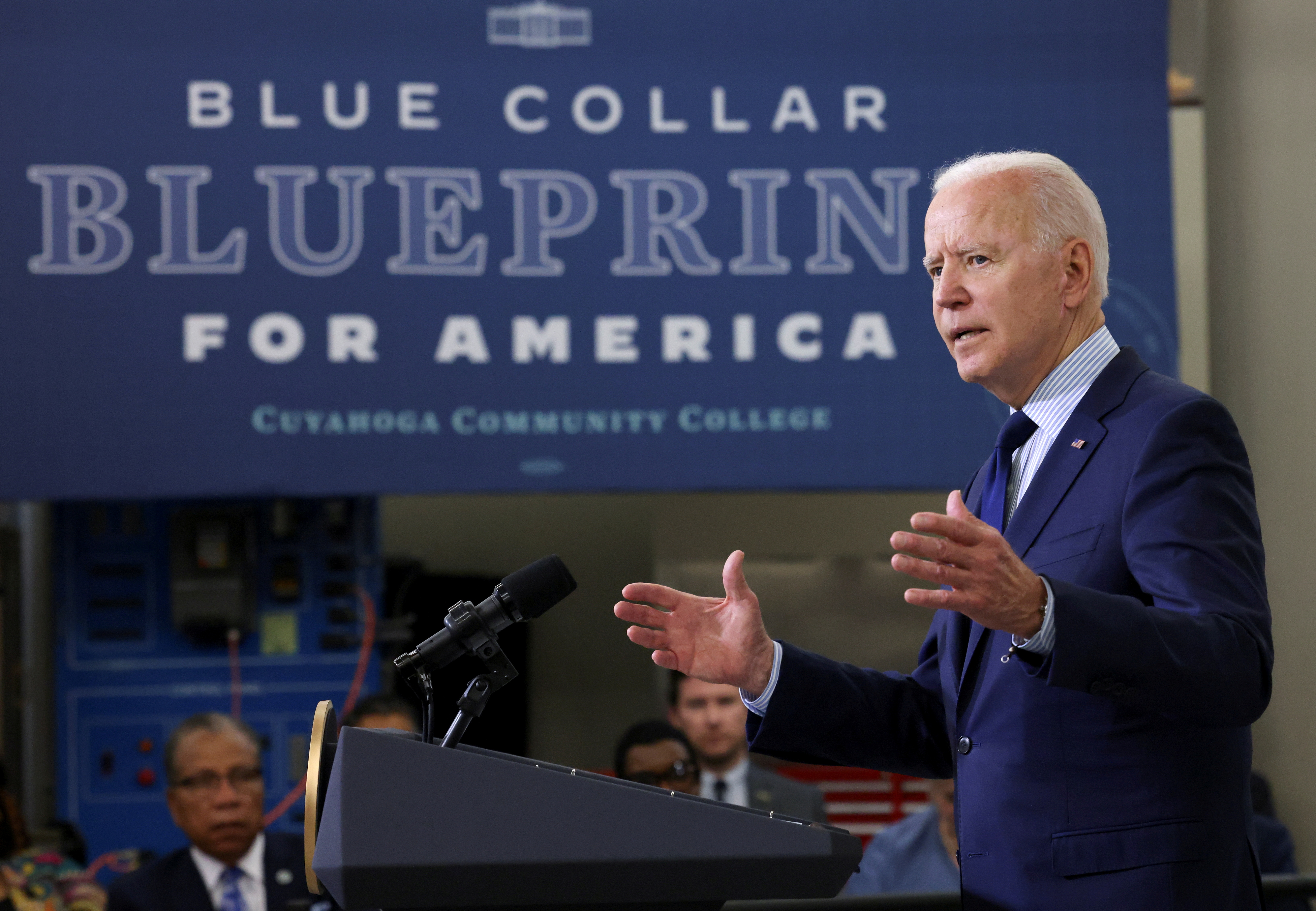 U.S. President Joe Biden delivers remarks on the economy during a visit to Cuyahoga Community College in Cleveland, Ohio, U.S., May 27, 2021. REUTERS/Evelyn Hockstein/File Photo