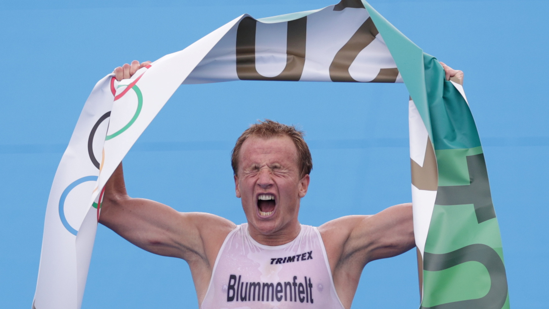 Tokyo 2020 Olympics - Triathlon - Men's Olympic Distance - Final - Odaiba Marine Park, Tokyo, Japan – July 26, 2021. Kristian Blummenfelt of Norway celebrates vinning gold medal. REUTERS/Hannah Mckay