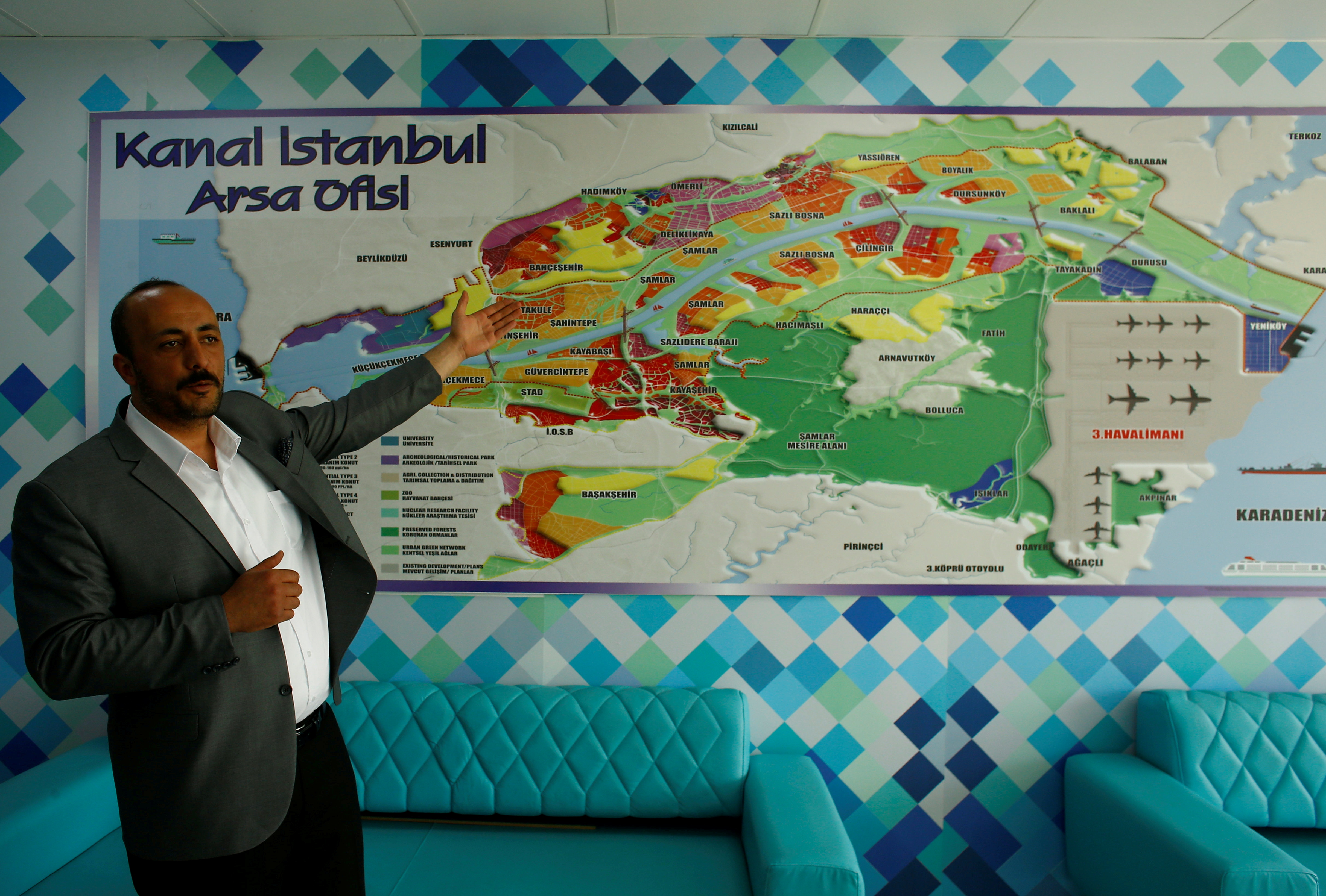 Real estate agent Murat Ozcelik talks during an interview with Reuters at his office in Kayabasi district in Istanbul, Turkey, April 16, 2018. REUTERS/Osman Orsal/File Photo