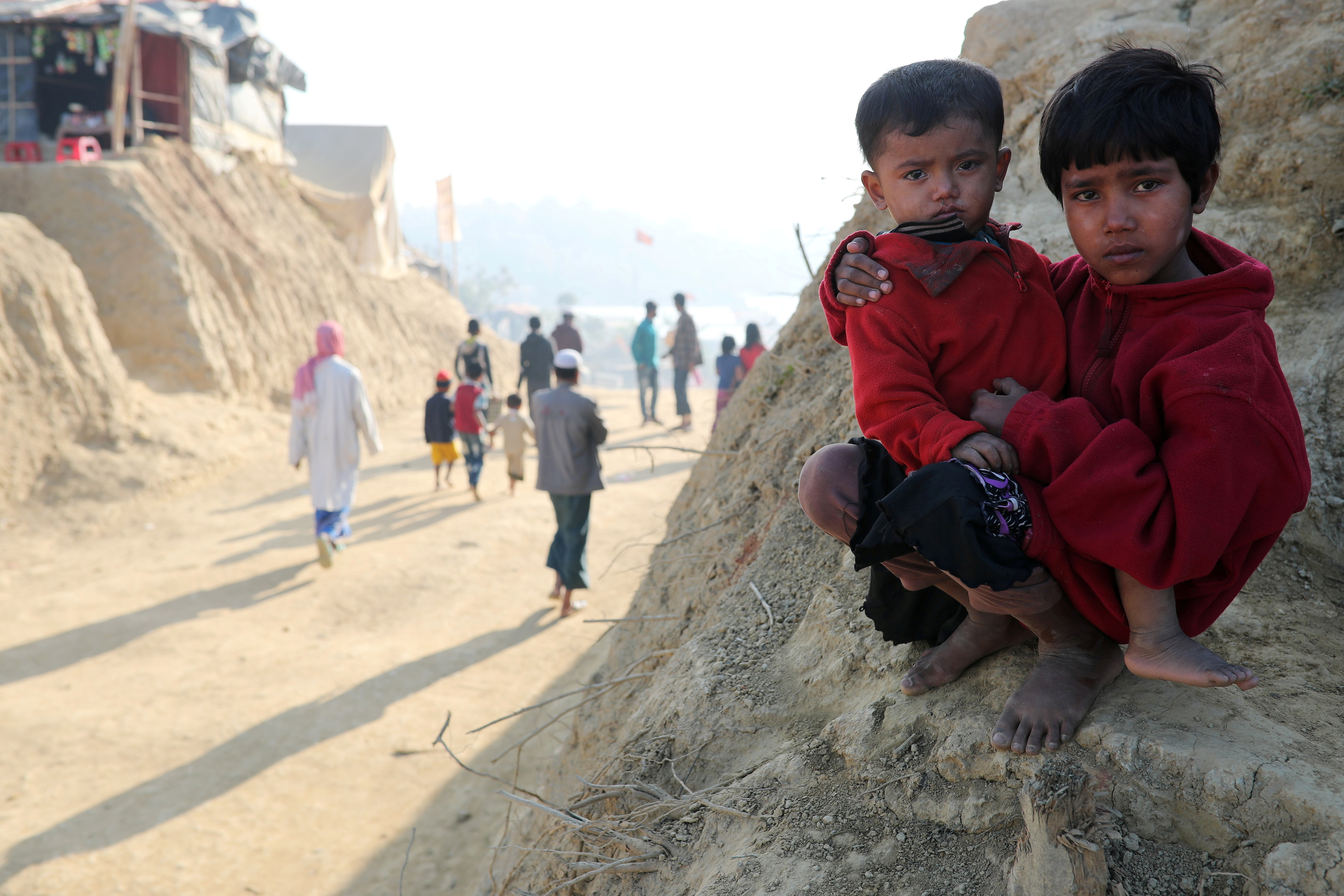 Rohingya refugee children look on at the Jamtoli camp in the morning in Cox's Bazar, Bangladesh, January 22, 2018. REUTERS/Mohammad Ponir Hossain
