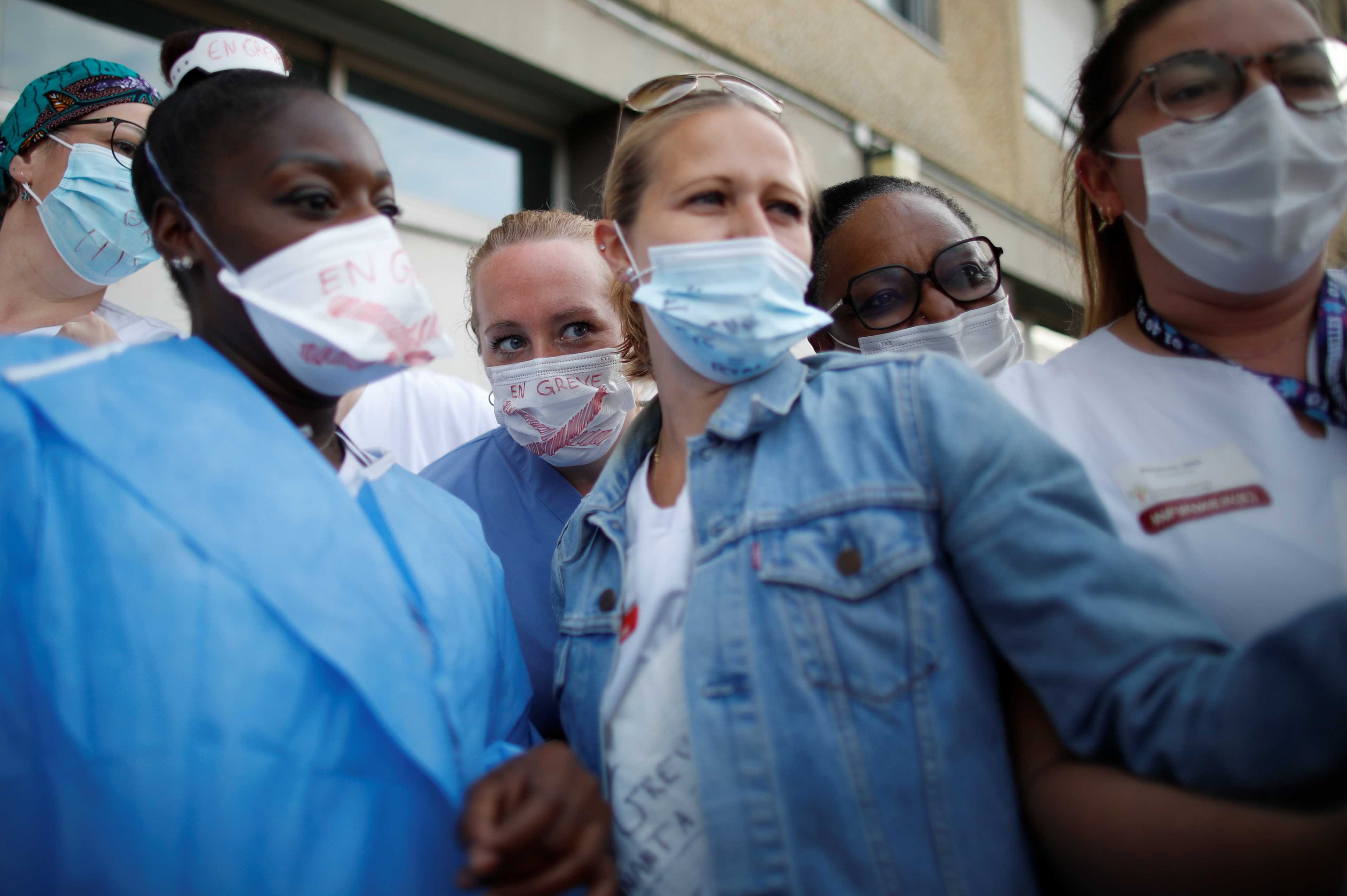 Nurses of the Intensive Care Unit (ICU) on strike gather in front of the Robert Ballanger hospital in Aulnay-sous-Bois near Paris during a national strike to demand better recognition of their work and salary increases amid the coronavirus disease (COVID-19) outbreak in France, May 11, 2021. REUTERS/Gonzalo Fuentes