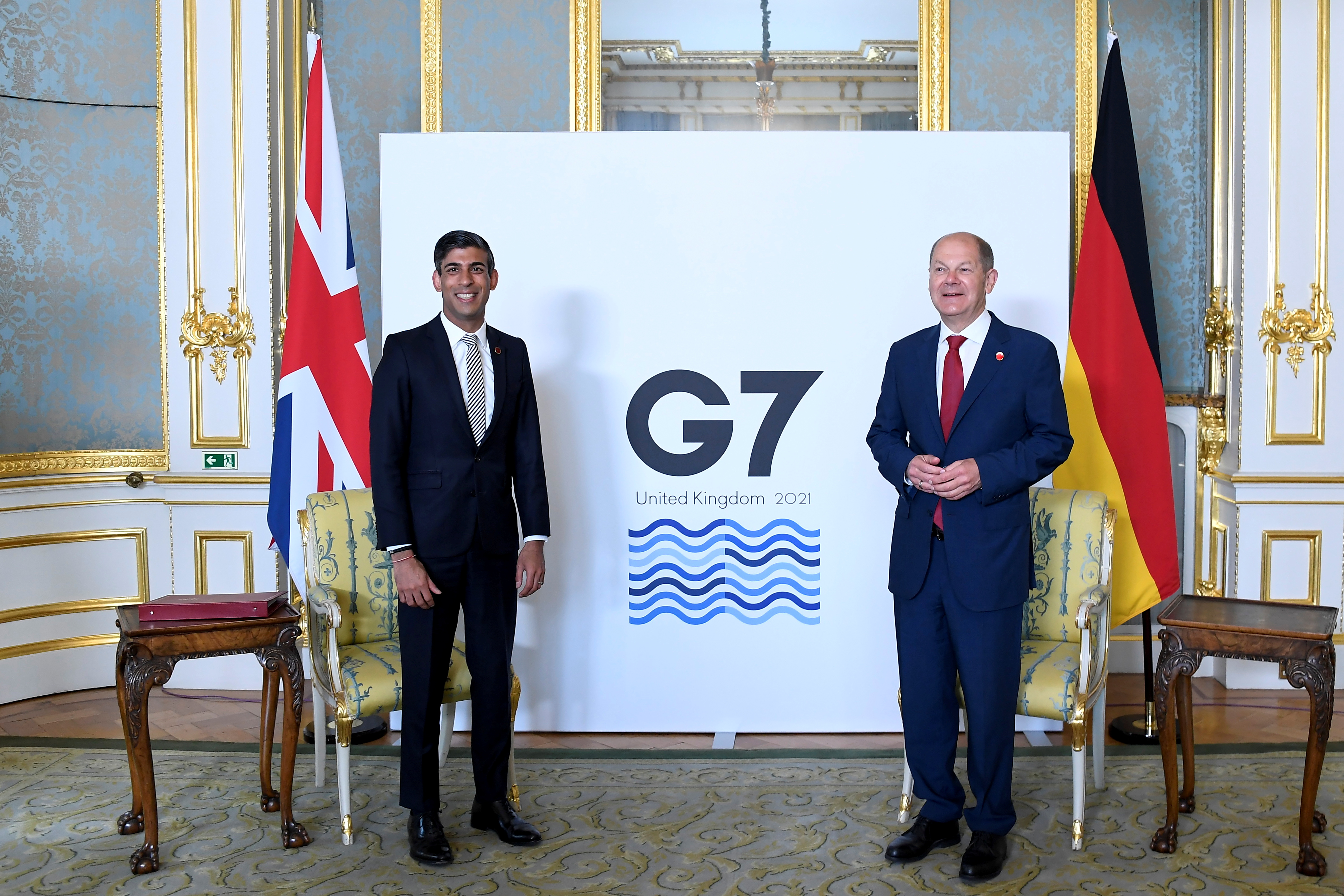 Britain's Chancellor of the Exchequer Rishi Sunak poses with Germany's Finance Minister Olaf Sholz as finance ministers from across the G7 nations meet at Lancaster House in London, Britain June 5, 2021 ahead of the G7 leaders' summit. Alberto Pezzali/Pool via REUTERS