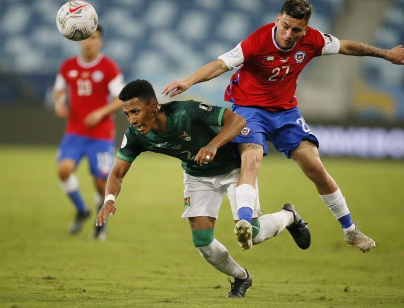 Soccer Football - Copa America 2021 - Group A - Chile v Bolivia - Arena Pantanal, Cuiaba, Brazil - June 18, 2021 Bolivia's Jairo Quinteros in action with Chile's Pablo Aranguiz REUTERS/Mariana Greif