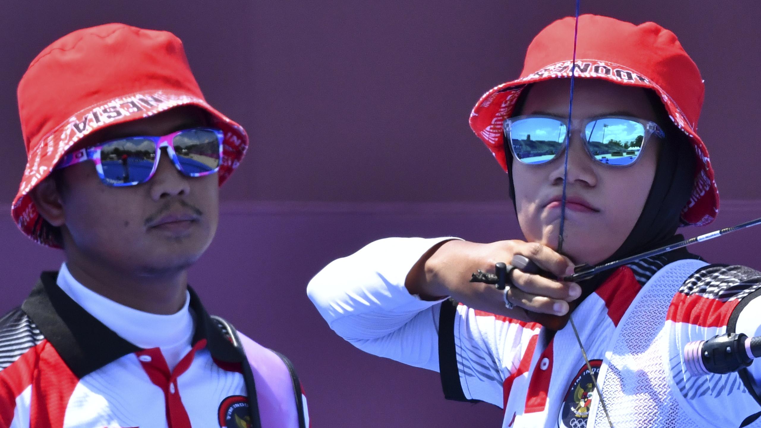 Tokyo 2020 Olympics - Archery - Mixed Team - 1/8 Finals - Yumenoshima Archery Field, Tokyo, Japan - July 24, 2021. Diananda Choirunisa of Indonesia and Agata Riau Ega Salsabilla of Indonesia during competition REUTERS/Clodagh Kilcoyne