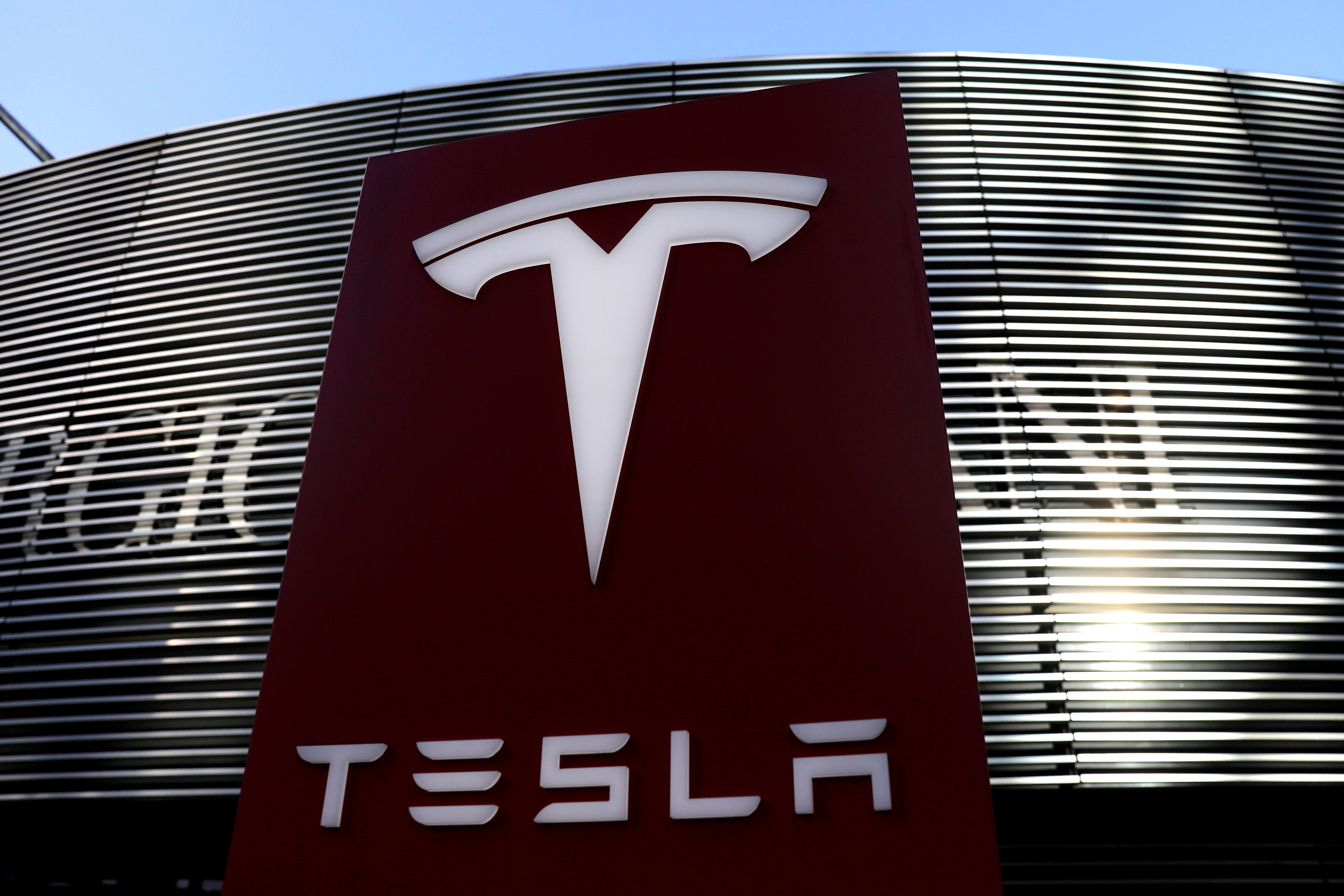 A logo of the electric vehicle maker Tesla is seen near a shopping complex in Beijing, China January 5, 2021. REUTERS/Tingshu Wang/File Photo
