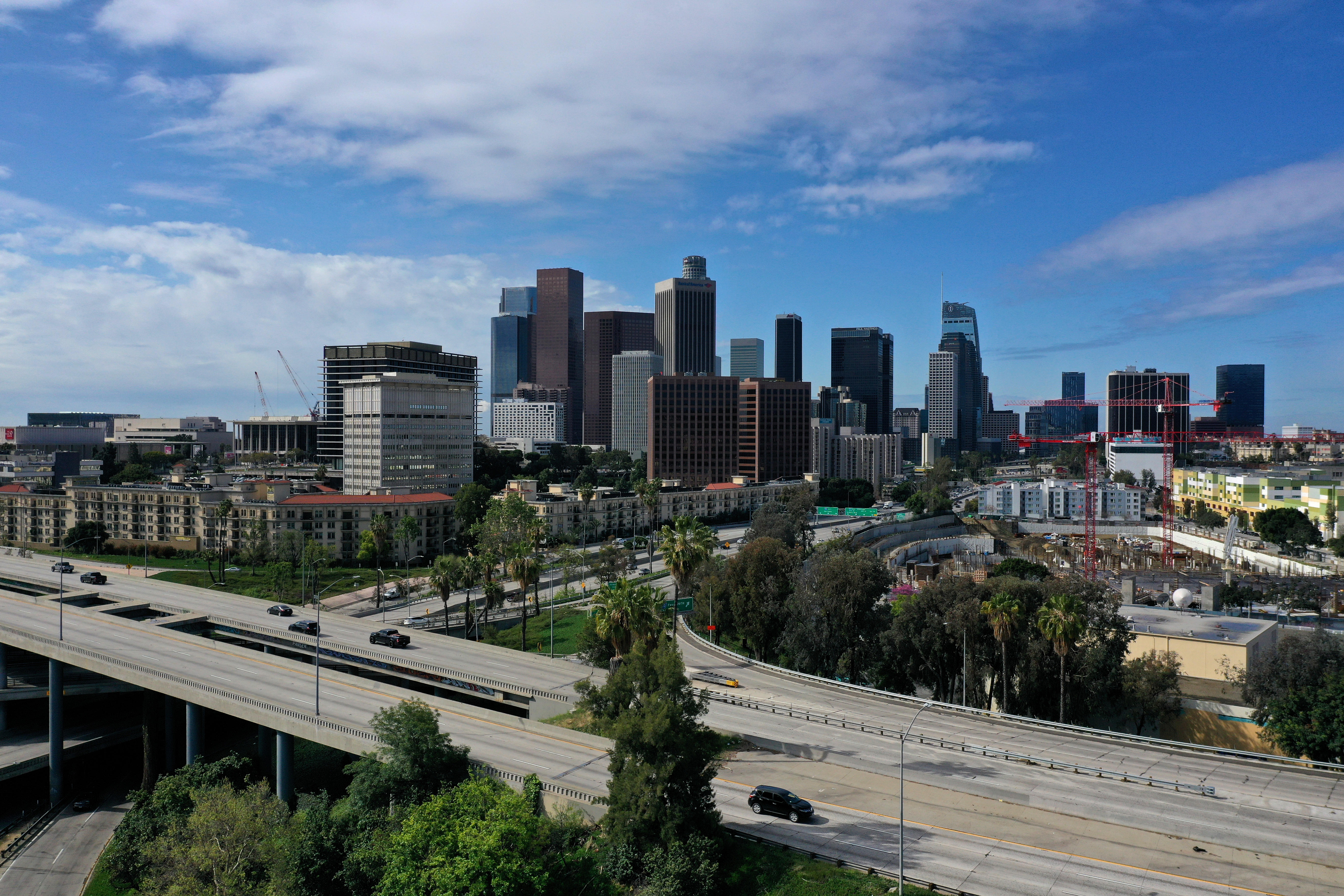 Downtown freeways are empty of traffic as the spread of the coronavirus disease (COVID-19) continues, in Los Angeles, California, U.S., April 7, 2020.  REUTERS/Lucy Nicholson/Files
