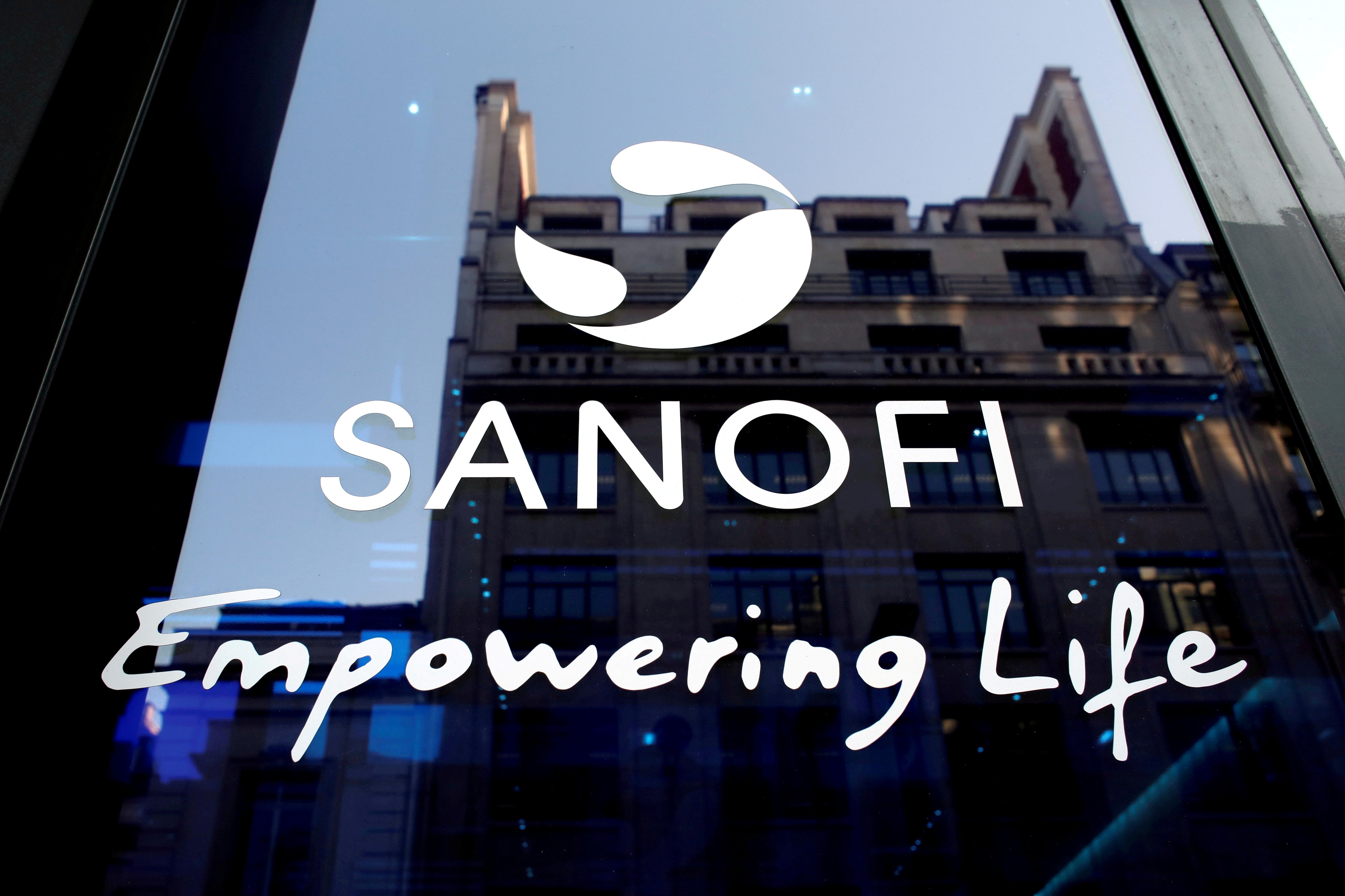 Un logo Sanofi este văzut în timpul conferinței de presă a rezultatelor anuale ale companiei la Paris, Franța, 6 februarie 2020. REUTERS / Benoit Tessier