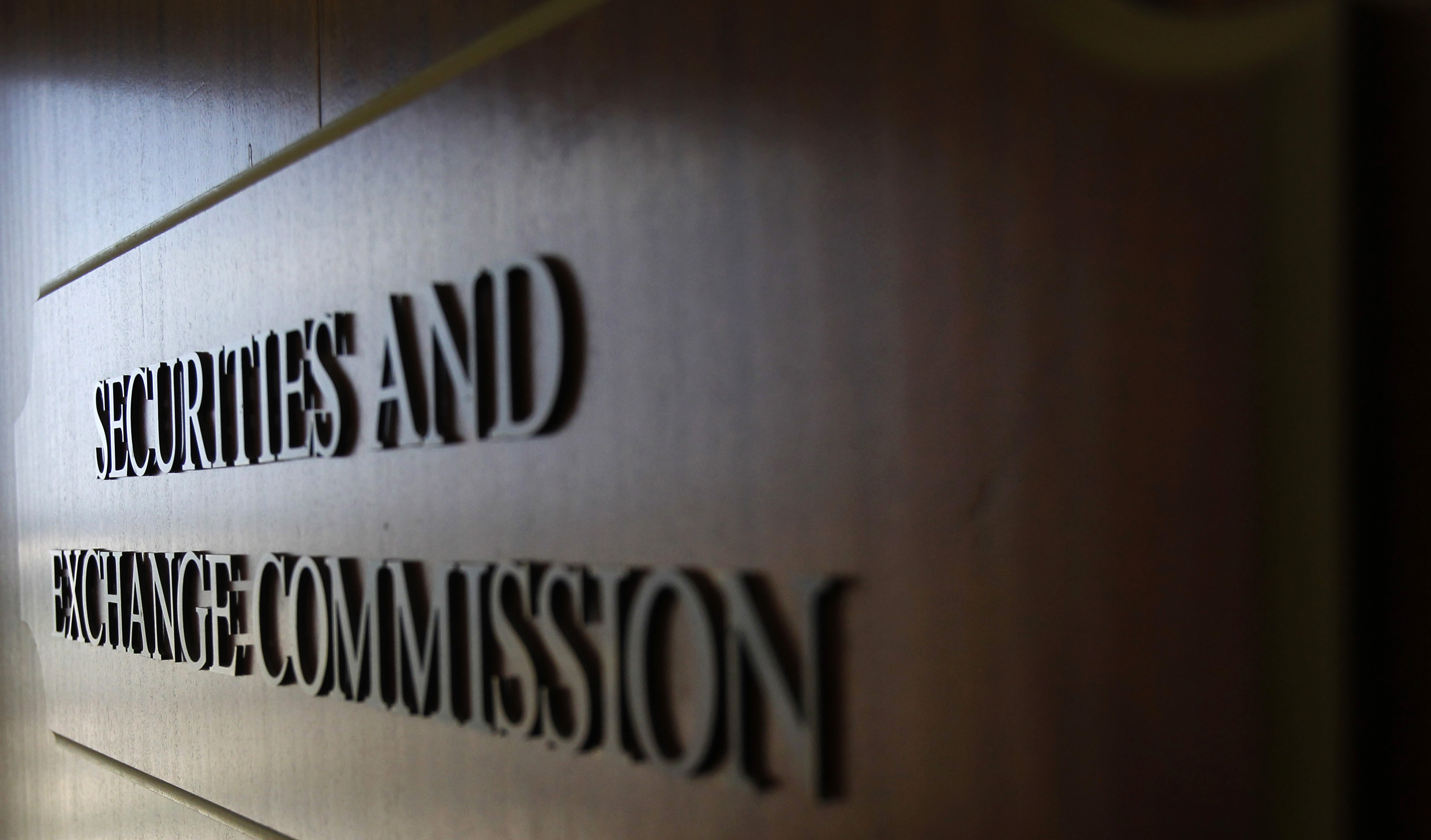 A sign for the Securities and Exchange Commission (SEC) is pictured in the foyer of the Fort Worth Regional Office in Fort Worth, Texas June 28, 2012. Picture taken June 28, 2012. To match Feature SEC-FORTWORTH/  REUTERS/Mike Stone (UNITED STATES - Tags: BUSINESS POLITICS)