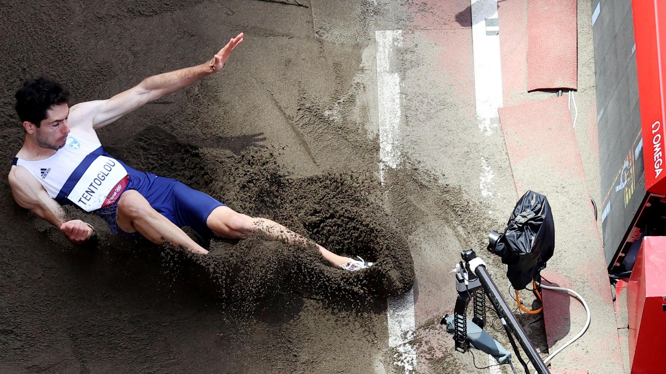 Tokyo 2020 Olympics - Athletics - Men's Long Jump - Final - Olympic Stadium, Tokyo, Japan - August 2, 2021. Miltiadis Tentoglou of Greece in action REUTERS/Athit Perawongmetha