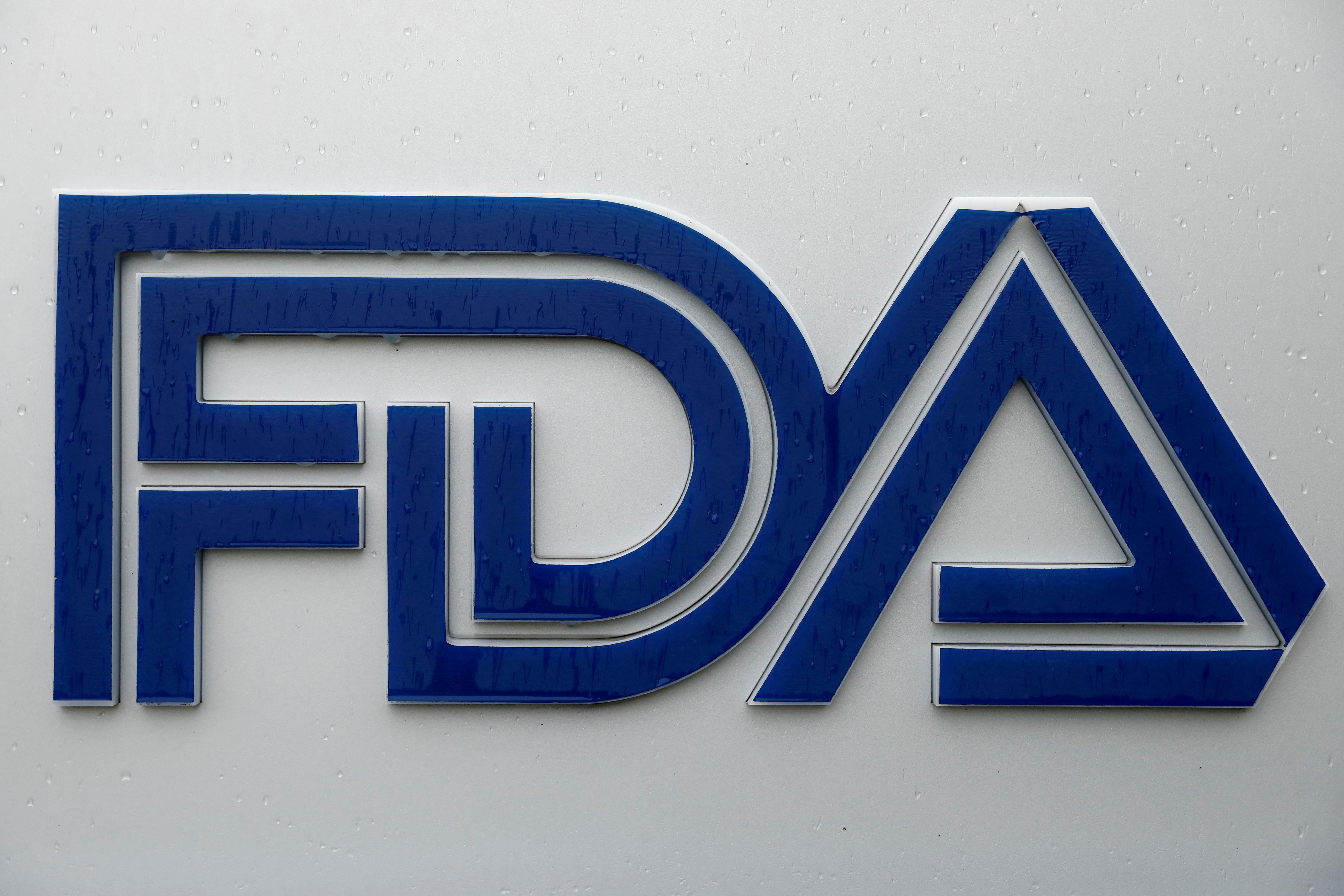 Biển báo được nhìn thấy bên ngoài trụ sở Cục Quản lý Thực phẩm và Dược phẩm (FDA) ở White Oak, Maryland, Hoa Kỳ, ngày 29 tháng 8 năm 2020. REUTERS / Andrew Kelly