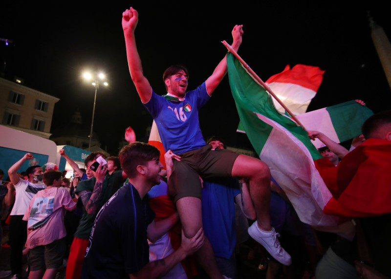 Soccer Football - Euro 2020 - Group A - Italy v Switzerland - Rome, Italy - June 16, 2021 Italy fans celebrate after the match REUTERS/Yara Nardi