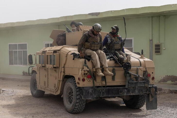 Members of Afghan Special Forces climb down from a humvee as they arrive at their base after heavy clashes with Taliban during the rescue mission of a police officer besieged at a check post, in Kandahar province, Afghanistan, July 13, 2021. REUTERS/Danish Siddiqui