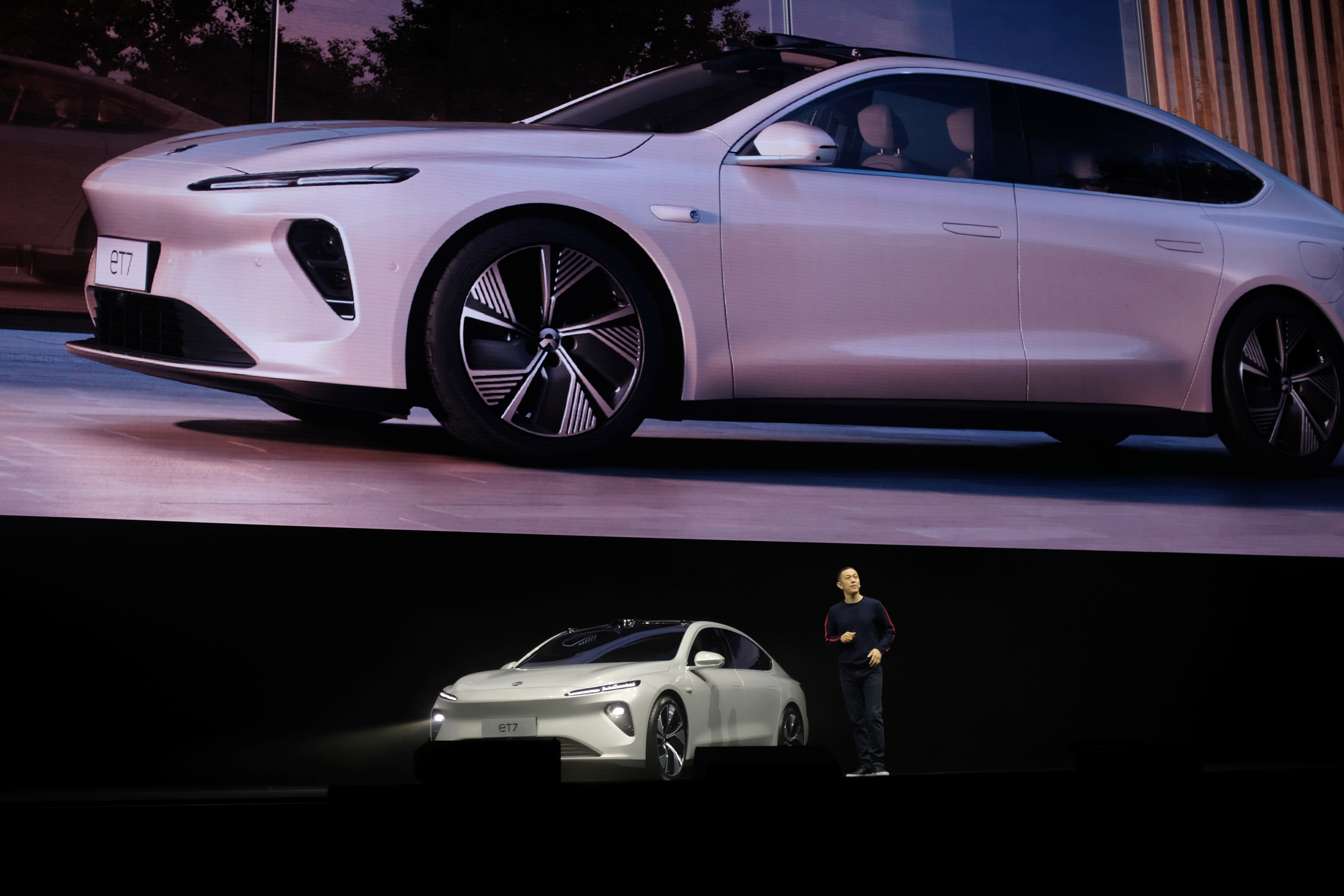 William Li, founder and chief executive officer (CEO) of Chinese electric vehicle maker Nio Inc, unveils Nio's ET7 sedan at a product launch event in Chengdu, Sichuan province, China, January 9, 2021. REUTERS/Yilei Sun