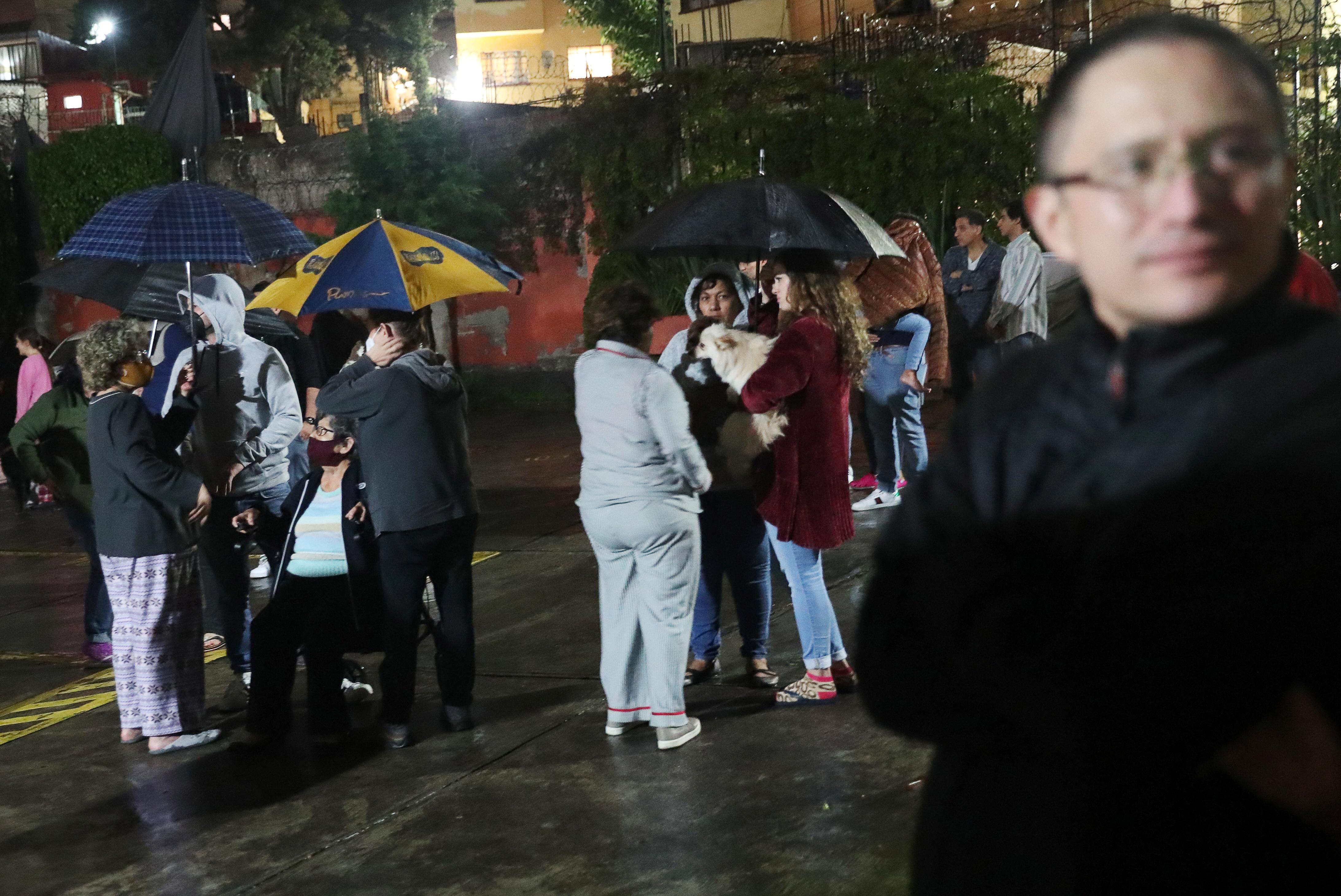 People react during a quake in Mexico City, Mexico, September 7, 2021. REUTERS/Edgard Garrido